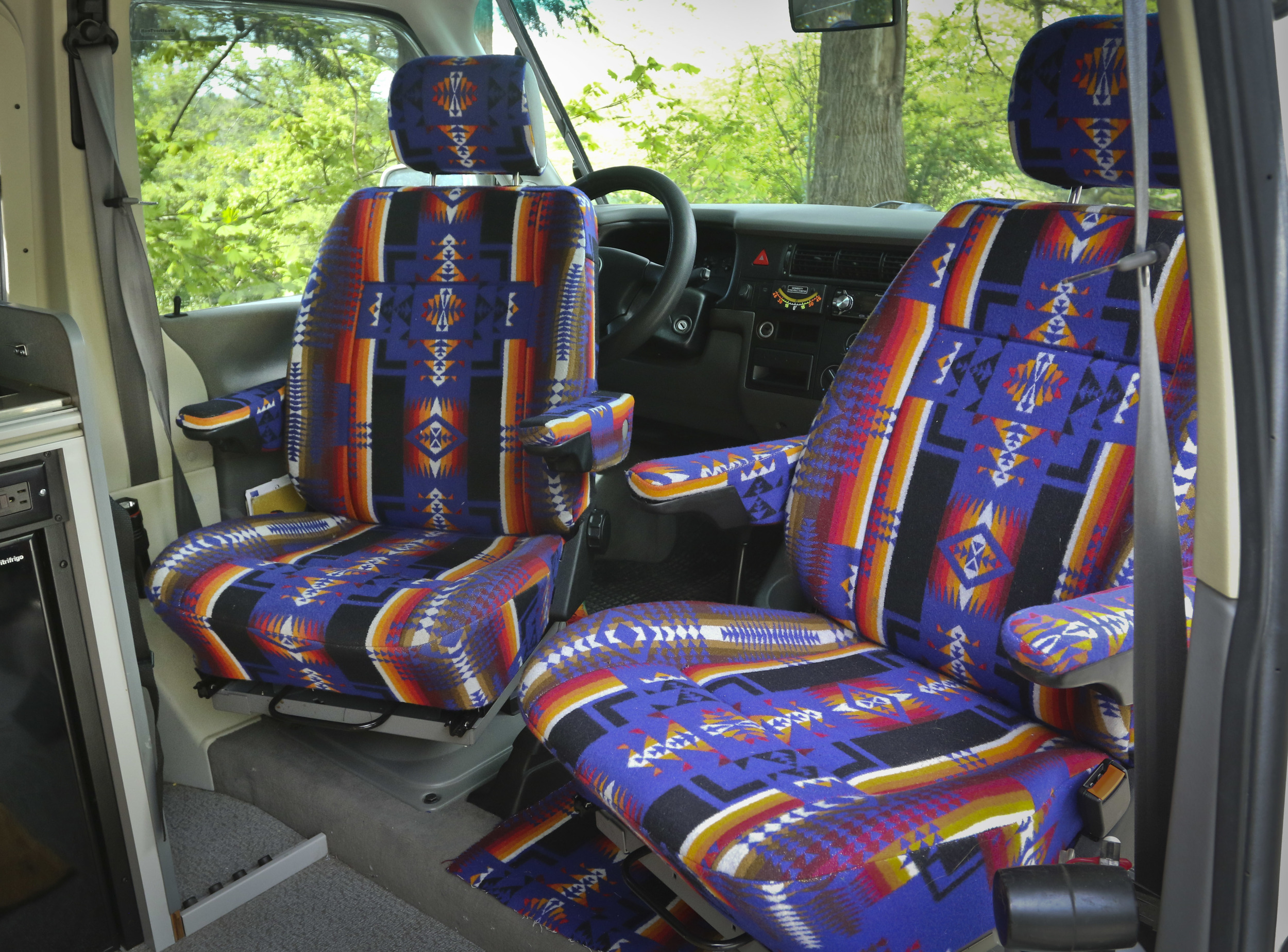 The captains chairs fully rotate, allowing more people to be in the van and create a more livable space.