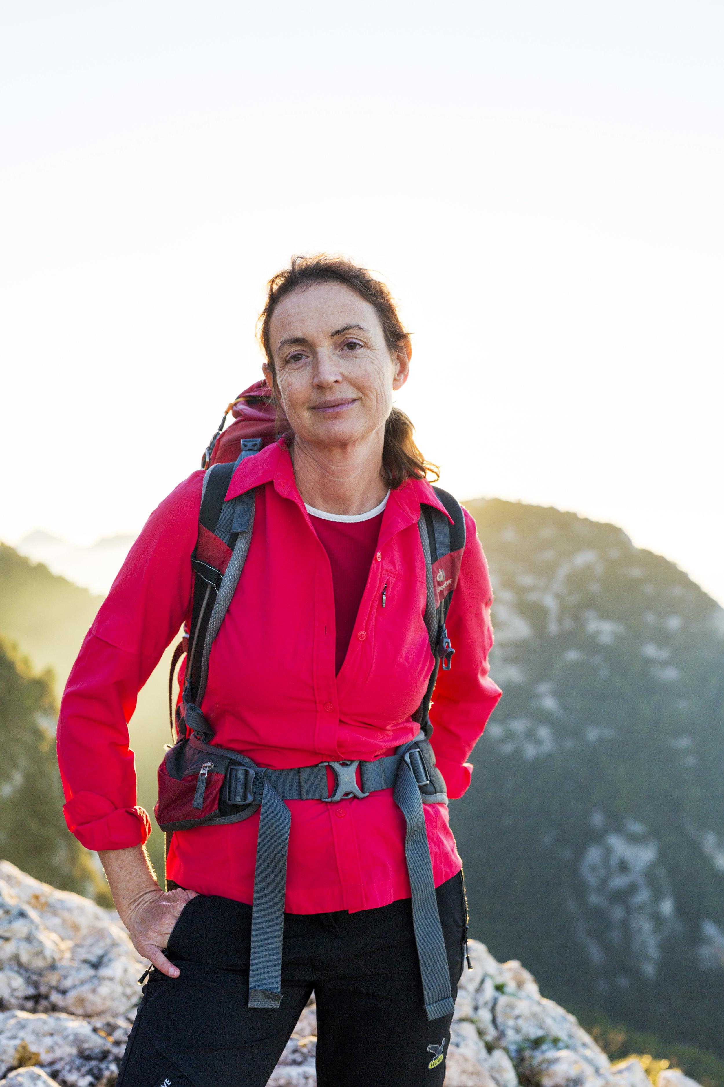 Aina.  hiking guide.