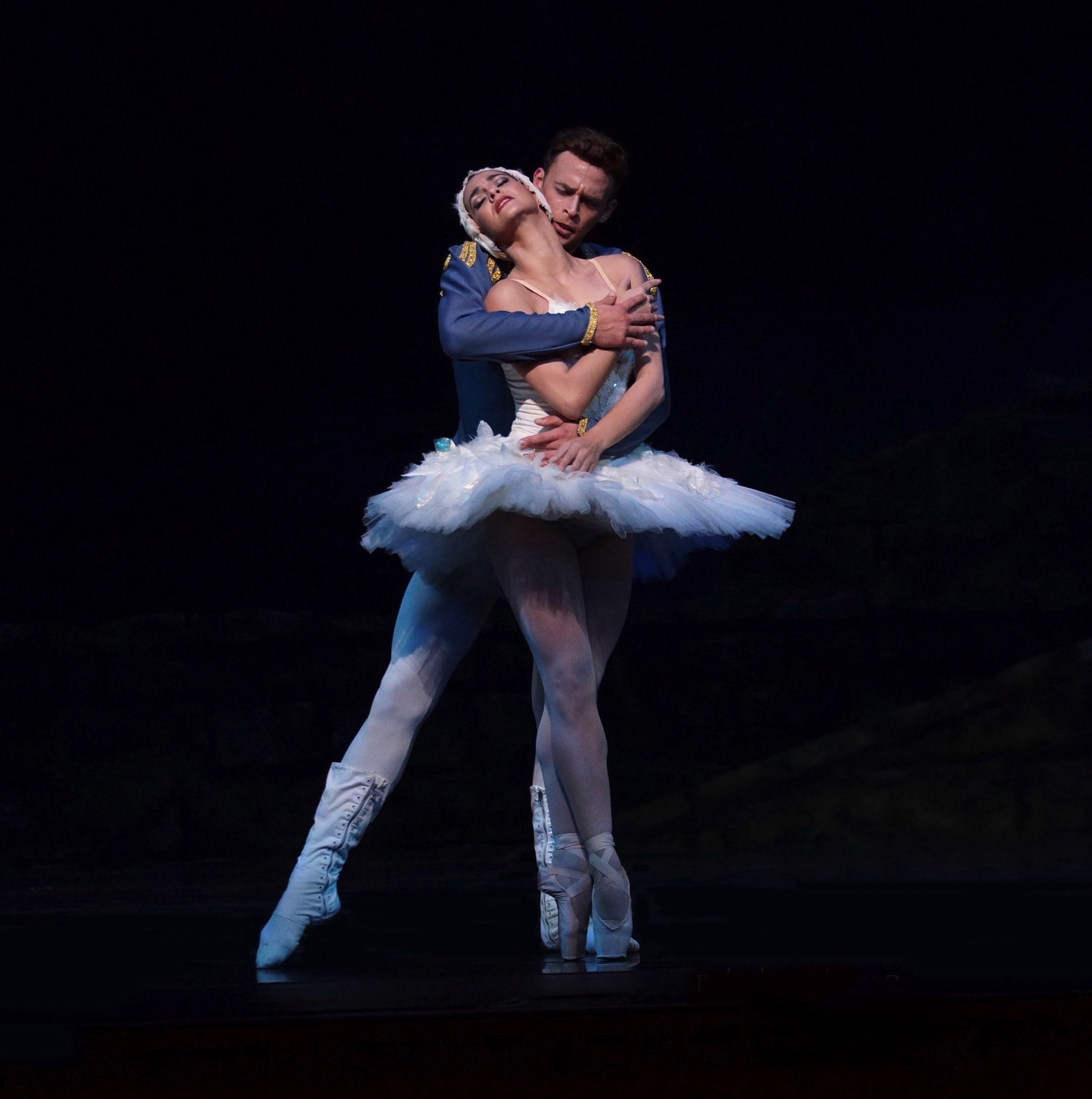International principal guest artist Adiarys Almeida and San Francisco Ballet's Taras Domitro
