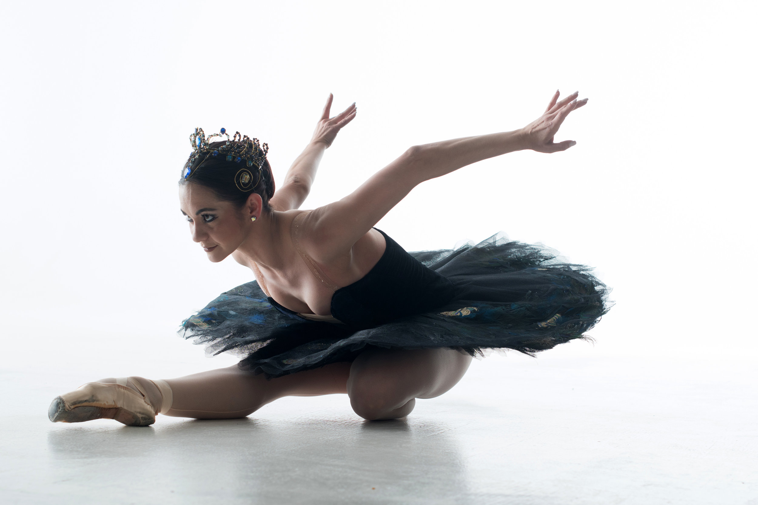 International principal guest artist Adiarys Almeida (formerly with National Ballet of Cuba)