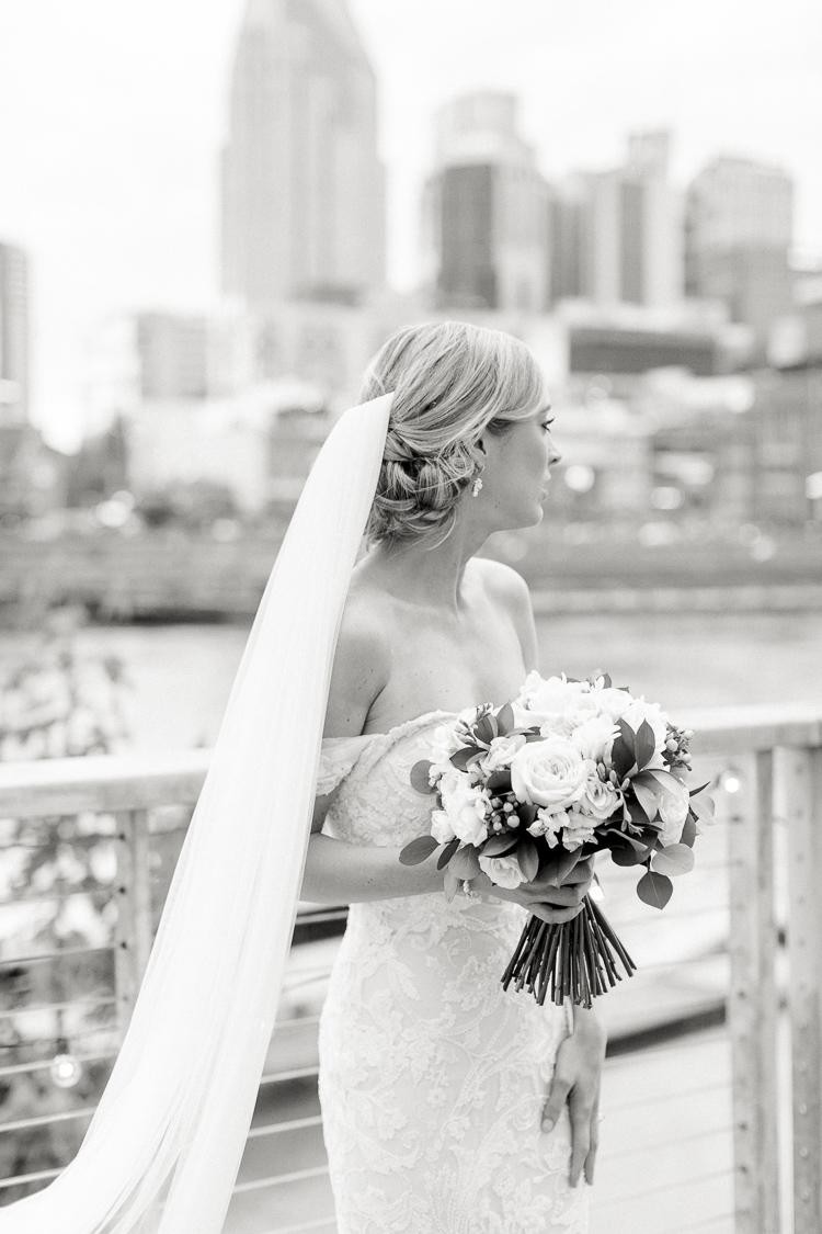 The Bridge Building Downtown Nashville Wedding Photographer   Lauren Galloway Photography   Nashville Weddings