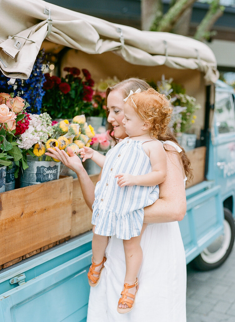Lauren Galloway | Tampa Family, Mommy & Me at Hyde Park Village, Posies Flower Truck, Daisy Joy