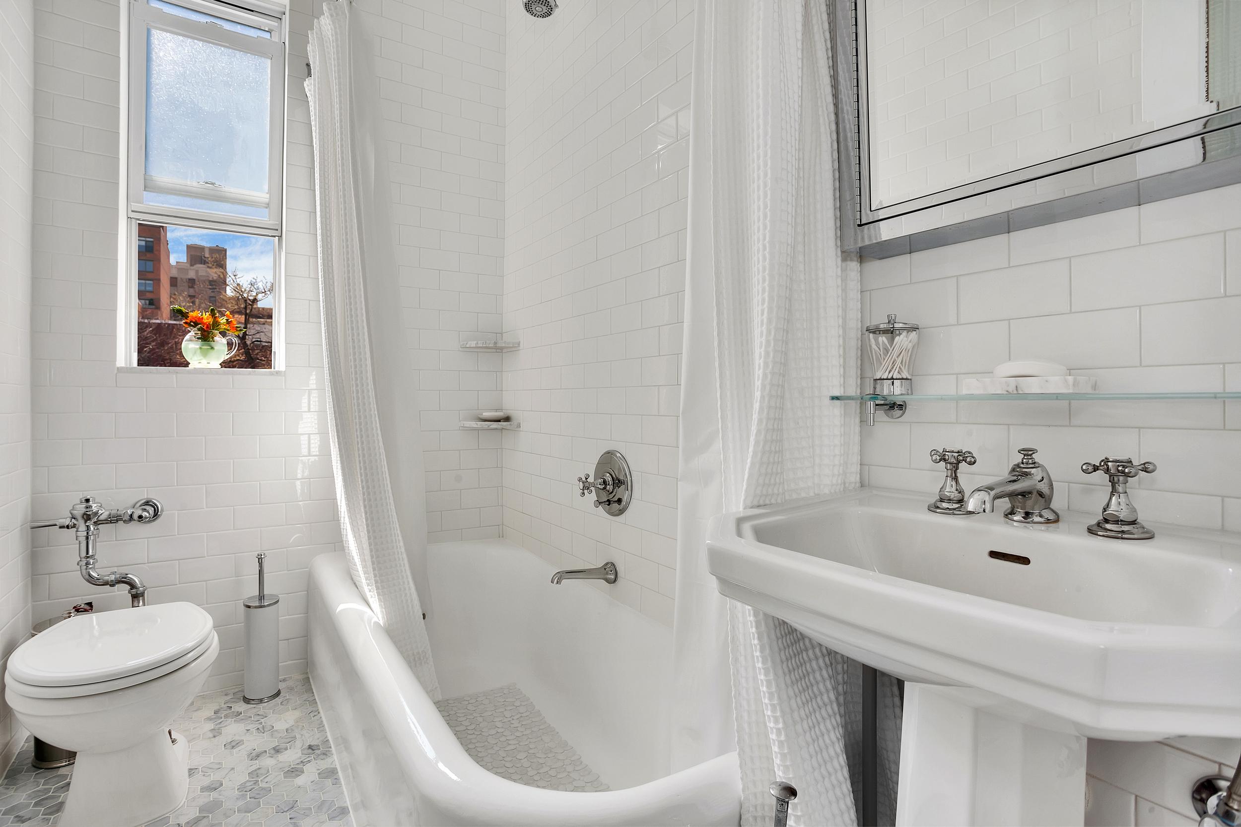 130w16th54-dh-bath.jpg