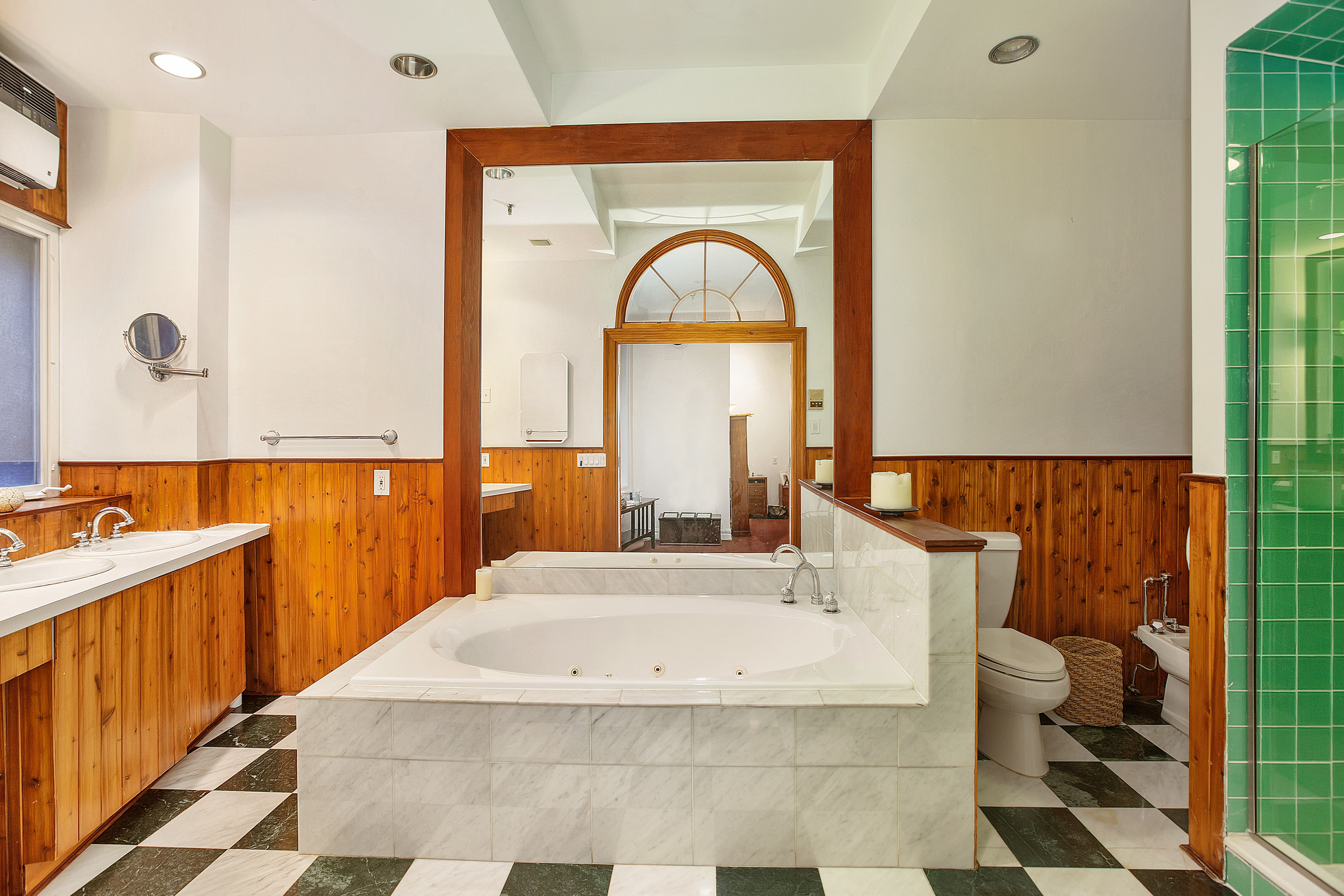 18East18thStreet4W_Dylan_Hildreth-Hoffman_DouglasElliman_Photography_33613556_high_res.jpg