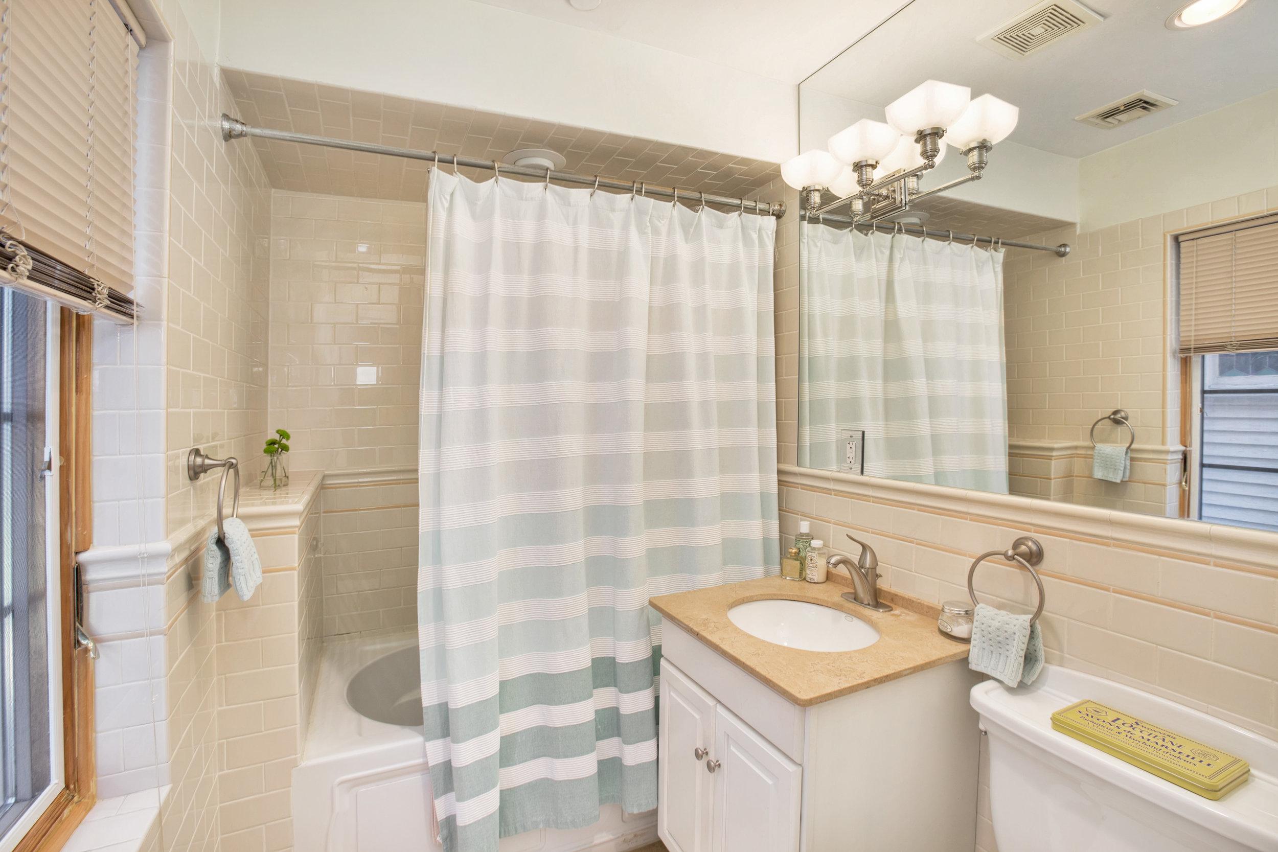 734e5th2r-bath.jpg