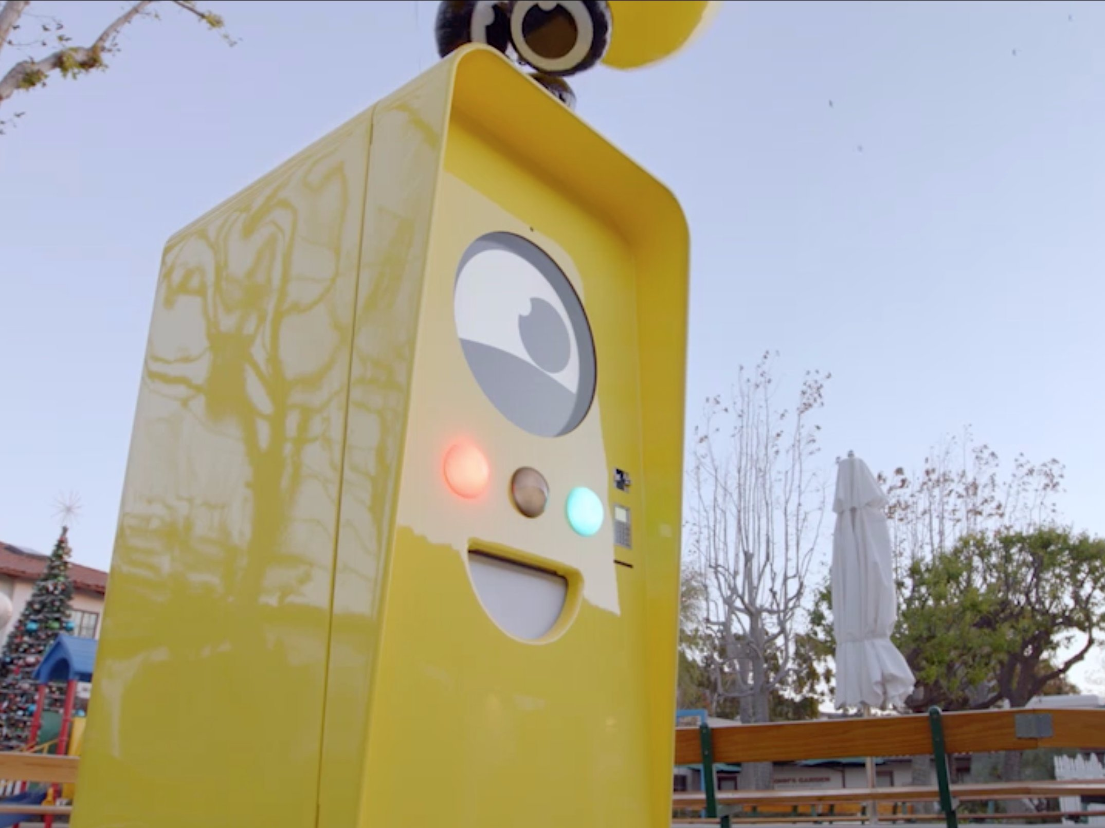 """Snapchat's """"Snapbot"""" vending machines are going on hiatus while the company starts selling its Spectacles online."""