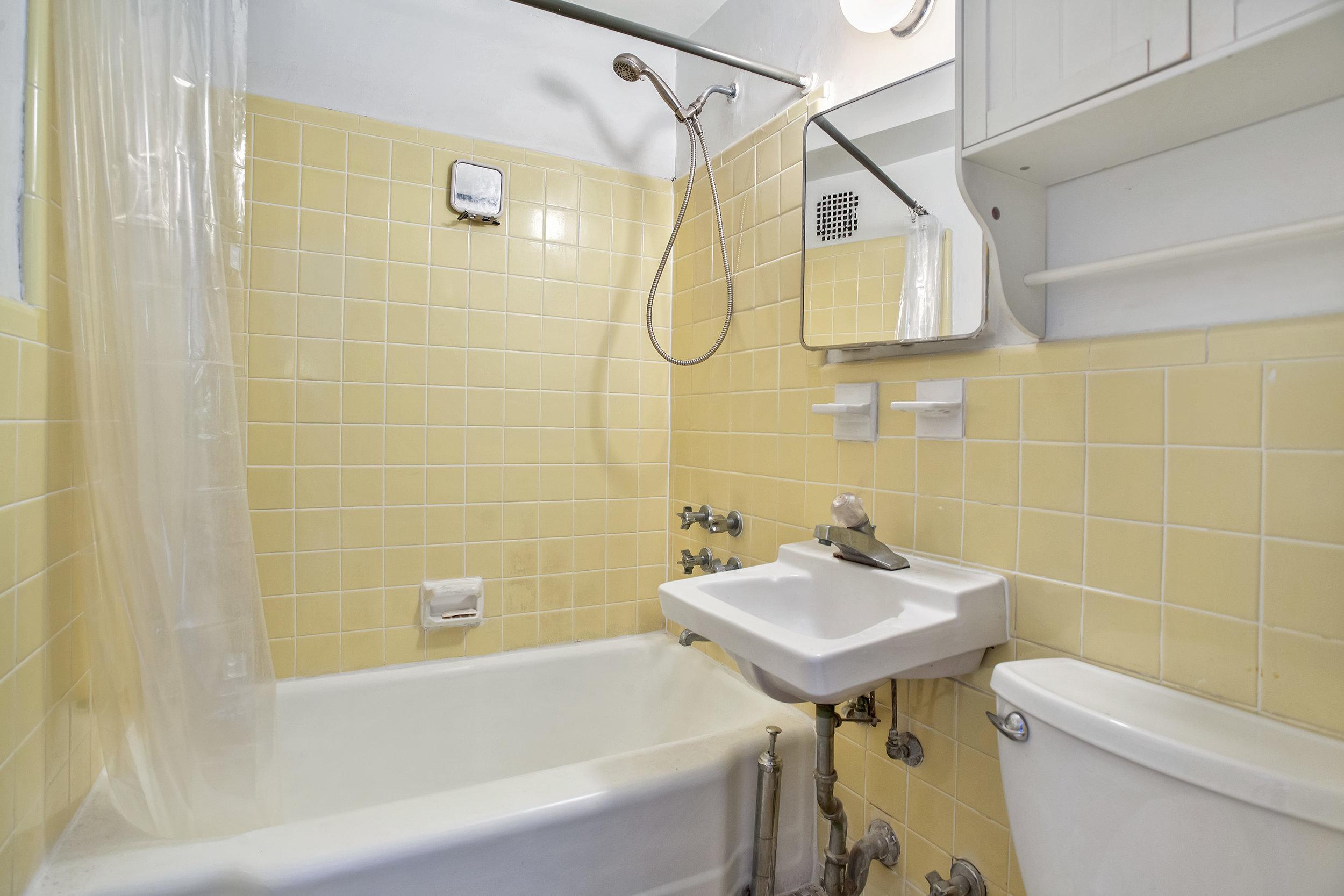 160_9thave-bath.jpg