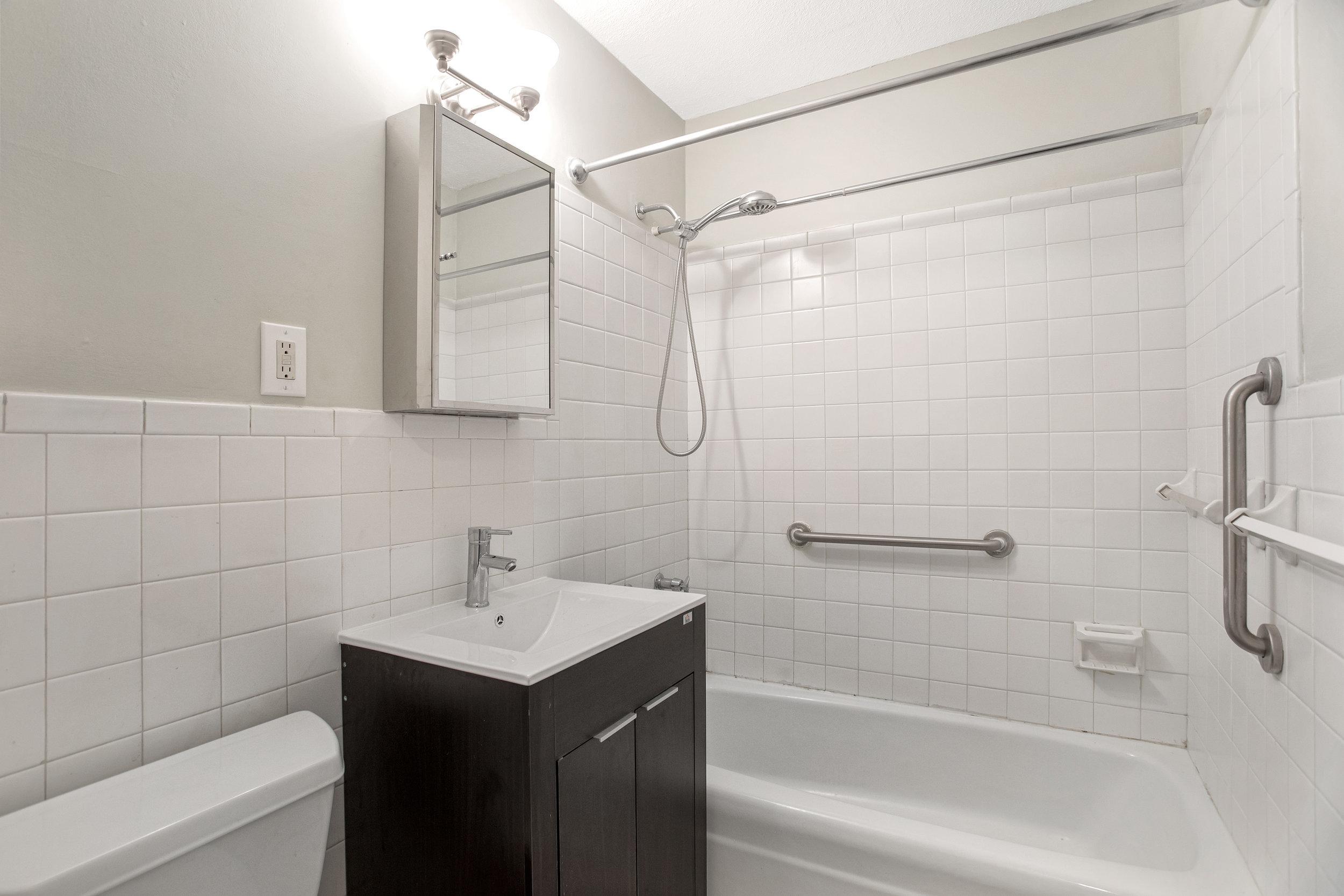 77fultonst6f-bath.jpg