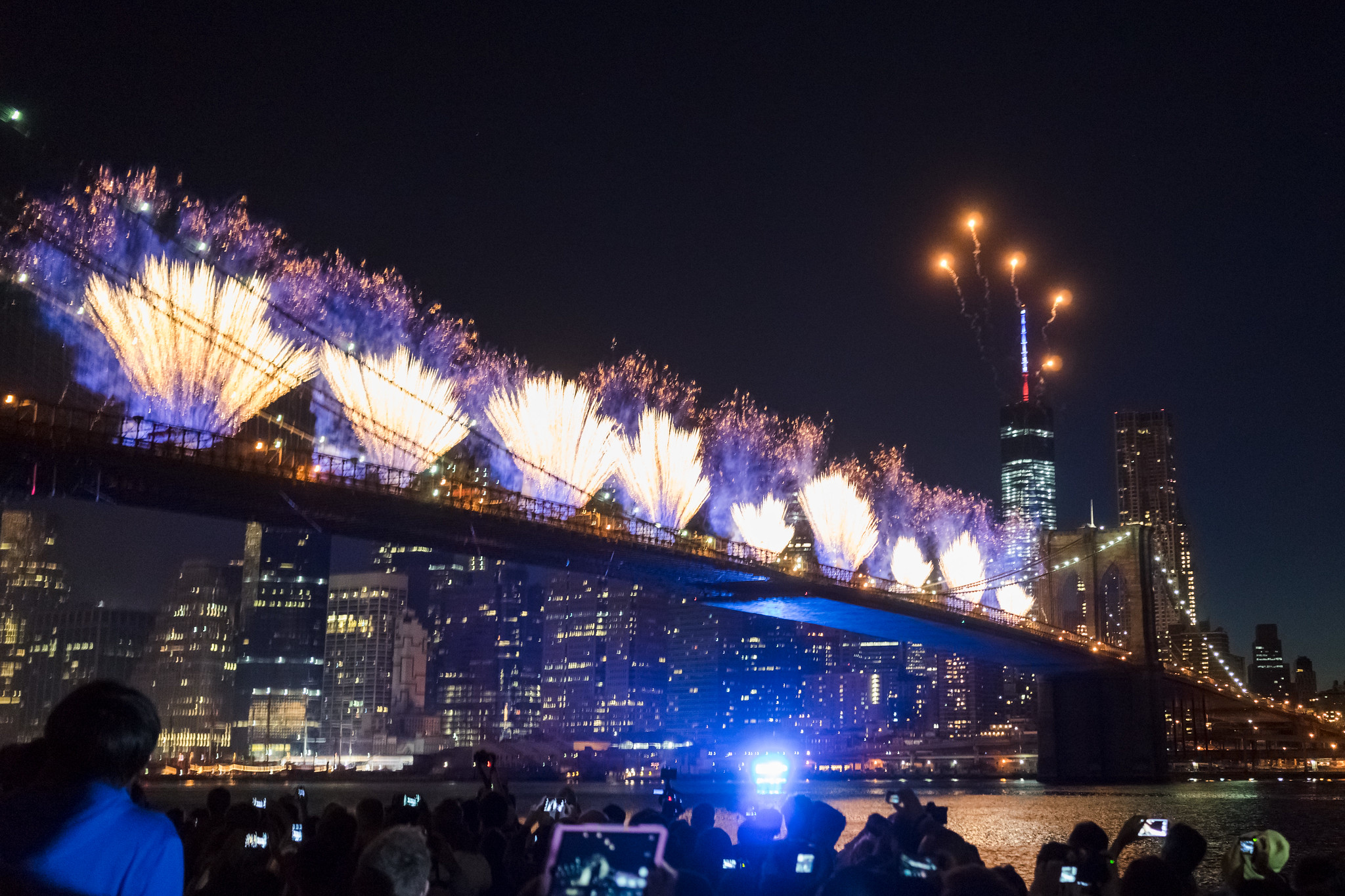 brooklyn-bridge-july-4th-fireworks-2014.jpg