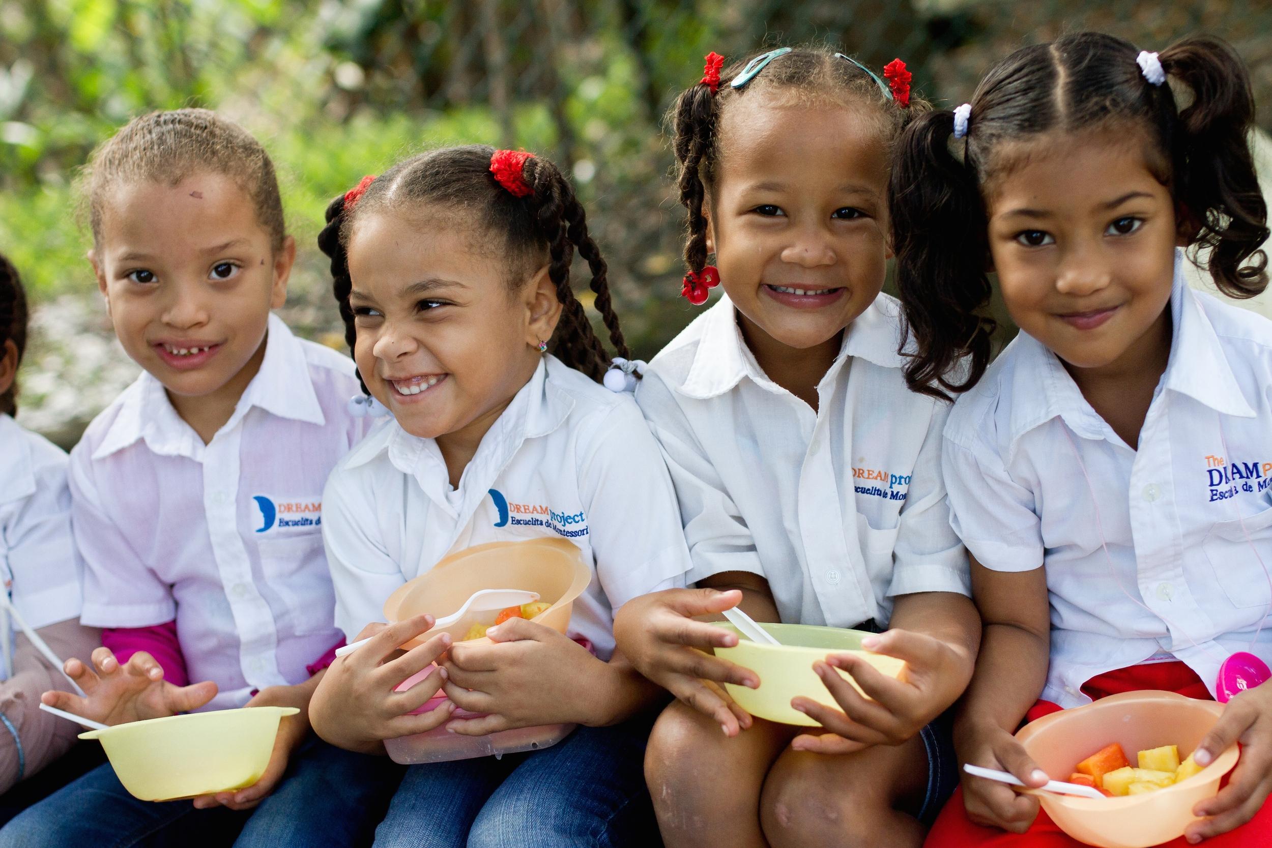 ¿POR QUÉ LA EDUCACIÓN PARA LA PRIMERA INFANCIA?   Comenzar desde la etapa más temprana ofrece a los jóvenes aprendices la mejor oportunidad de escapar de una vida de pobreza.   Aprende más    Donar