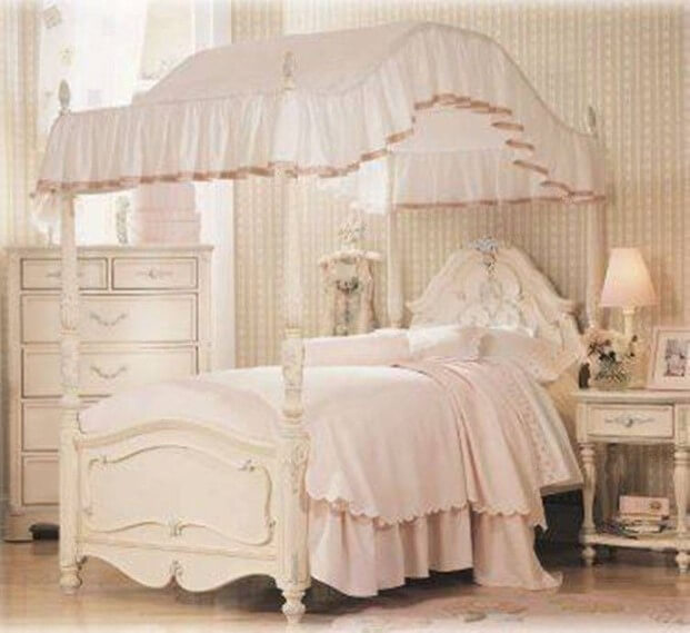 stranger-designs-of-the-1980s-canopy-princess-beds-michael-helwig-interiors.jpg