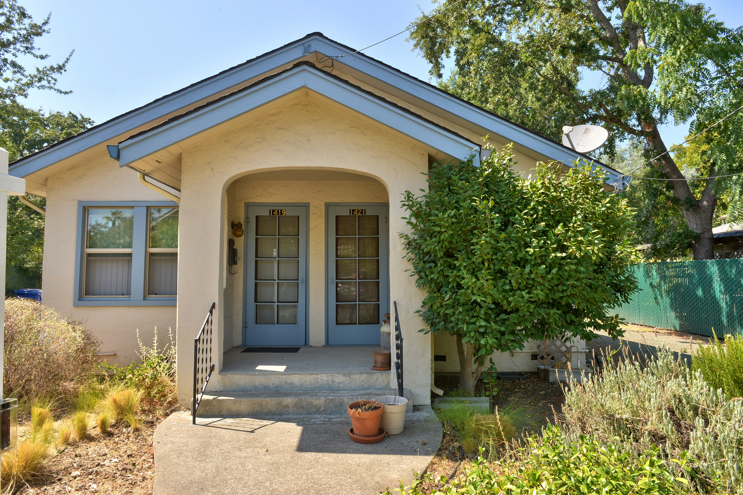 Lovely duplex in downtown residential Calistoga. This bungalow style duplex offers 2 units, 2/1. Rare opportunity to own affordable investment property in Napa Valley.
