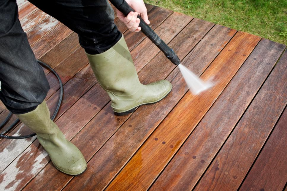 Frodo-iStock-16284550_cleaning-deck-with-pressure-hose.jpg.rend.hgtvcom.966.644.jpeg