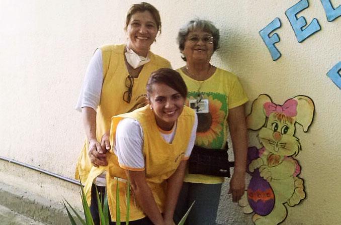 Voluntários na comemoração de Páscoa