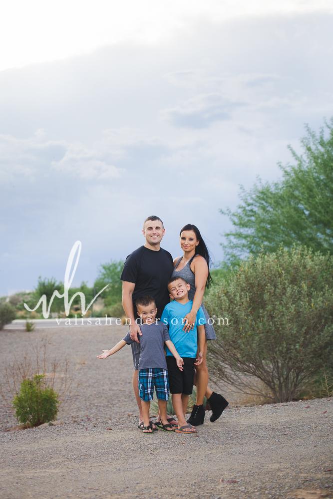 Yreka Family Photographer - Family of 4 Photoshoot (3 of 5).jpg