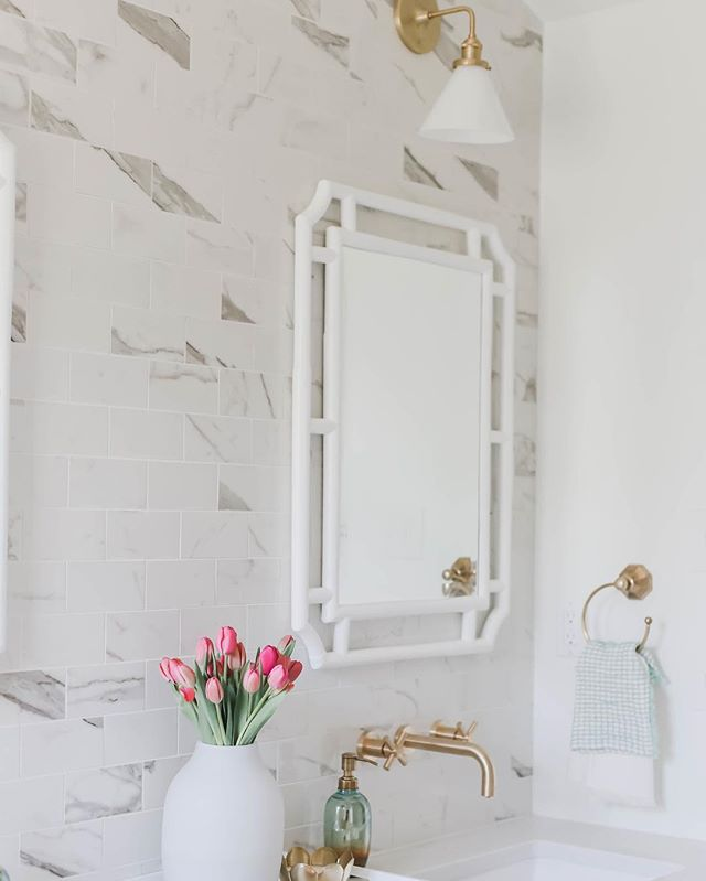 Happy Friday everyone, showing some details on this #elmhurst kids bath//@leahjoyreel @bryanbeaversconstruction @beauandbellephotography //@ivyhouseinteriors