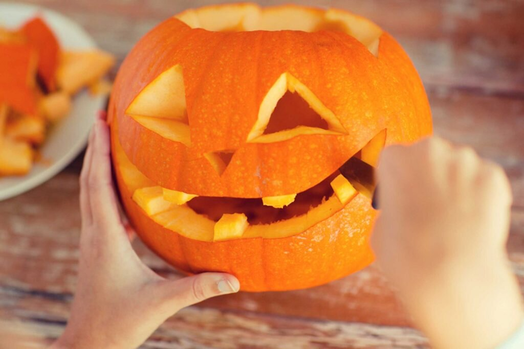 01_this_is_how_to_make_your_carved_pumpkin_last_longer_dolgachov-1024x683.jpg