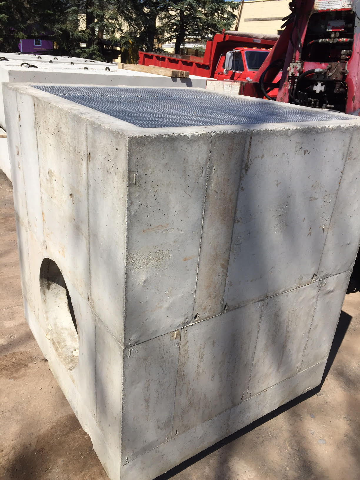 A D-Inlet with Aluminum Grate on Top.