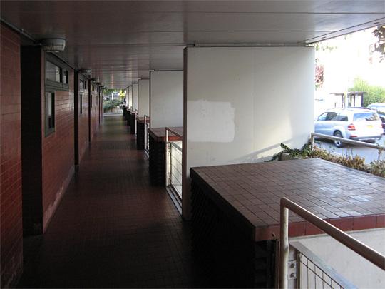 Mansfield Road, walkway