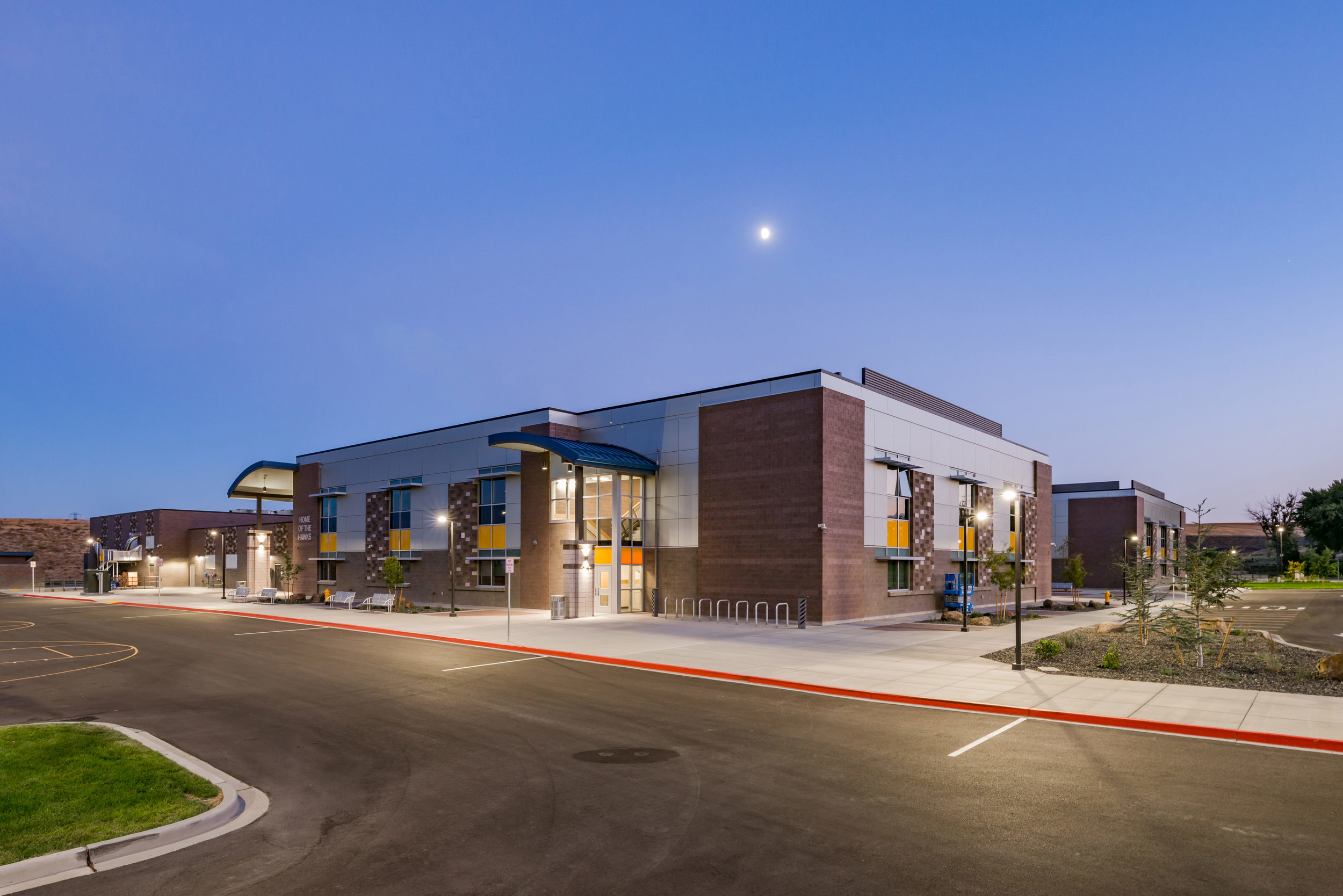 Owner: Kennewick School District Location: Kennewick, WA   This 110,000 sf facility is a combination of one and two-story spaces, with a center gymnasium core that opens up onto the adjacent student cafeteria/ commons area. The compact footprint of the building is beneficial for a prototype building, making it adaptable to each site topography.