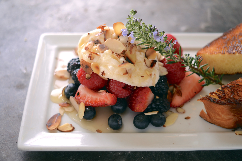 Burratta & Berries