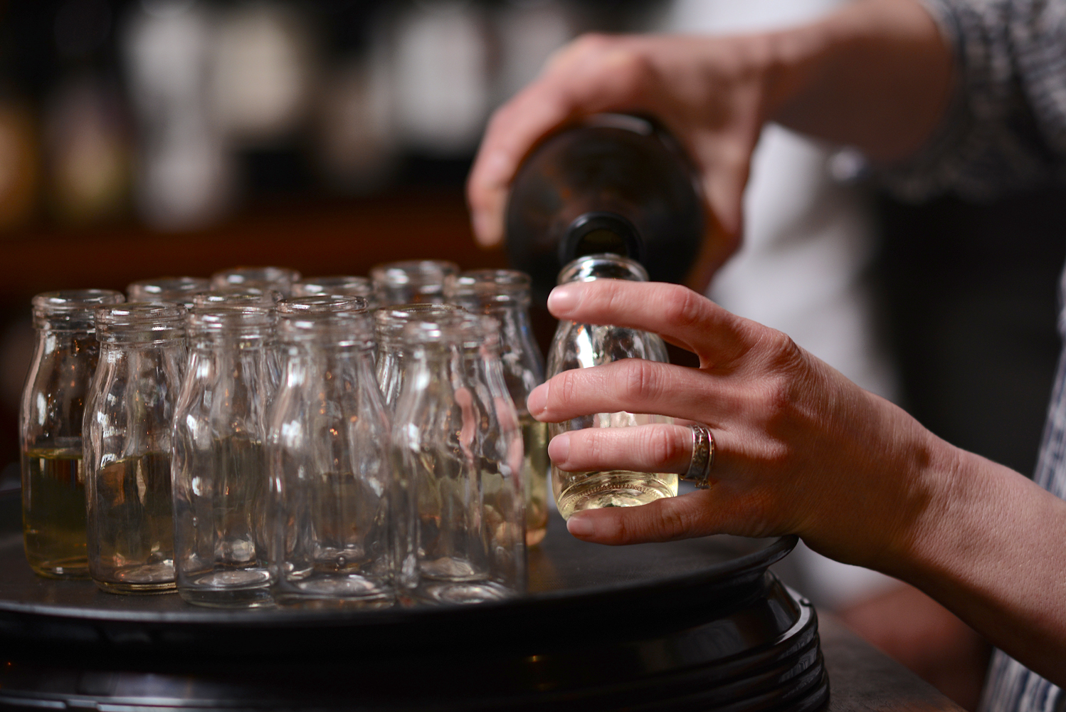 pouring-wine.jpg