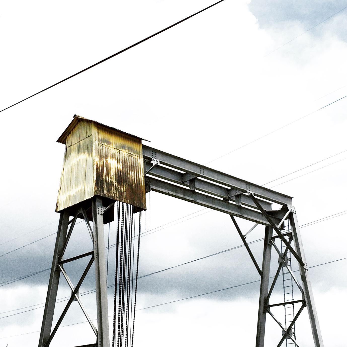 Old gantry crane on Walnut Grove Road