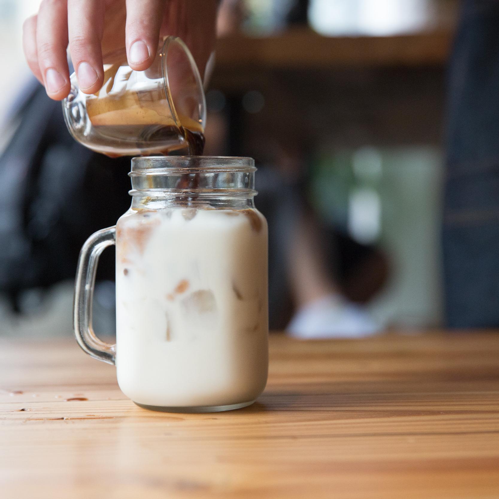 Espresso+Milk+pour+Duido.jpg