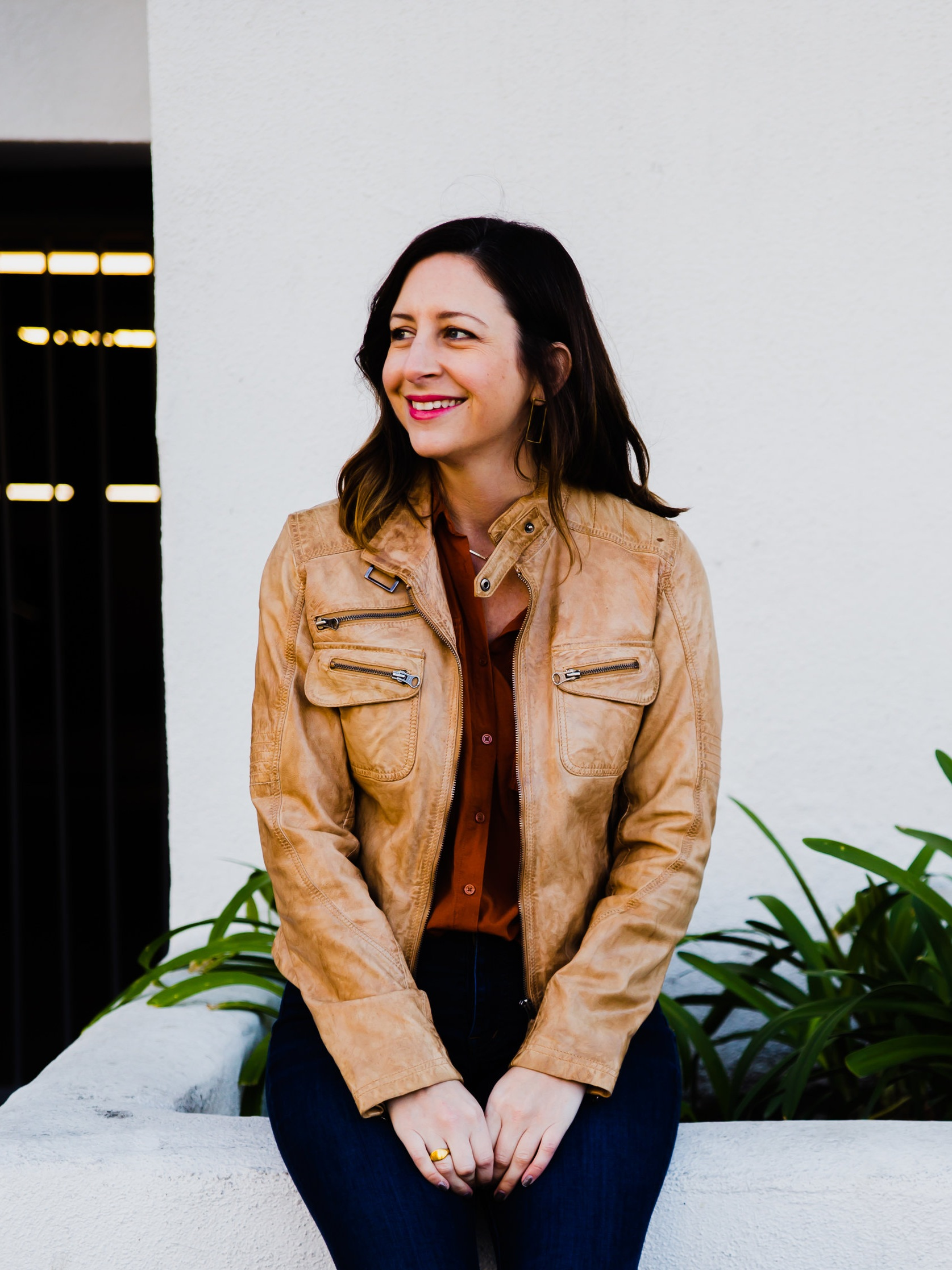 - I'm a freelance senior writer/ACD with 8 years of experience making ideas, stunts, and stories come to life, and I'm always up for a new challenge.Also, you know I'm legit because there's a picture of me on my site.You can see some of my non-advertising writing here.Say hi: catharine.ogletree (at) gmail.com