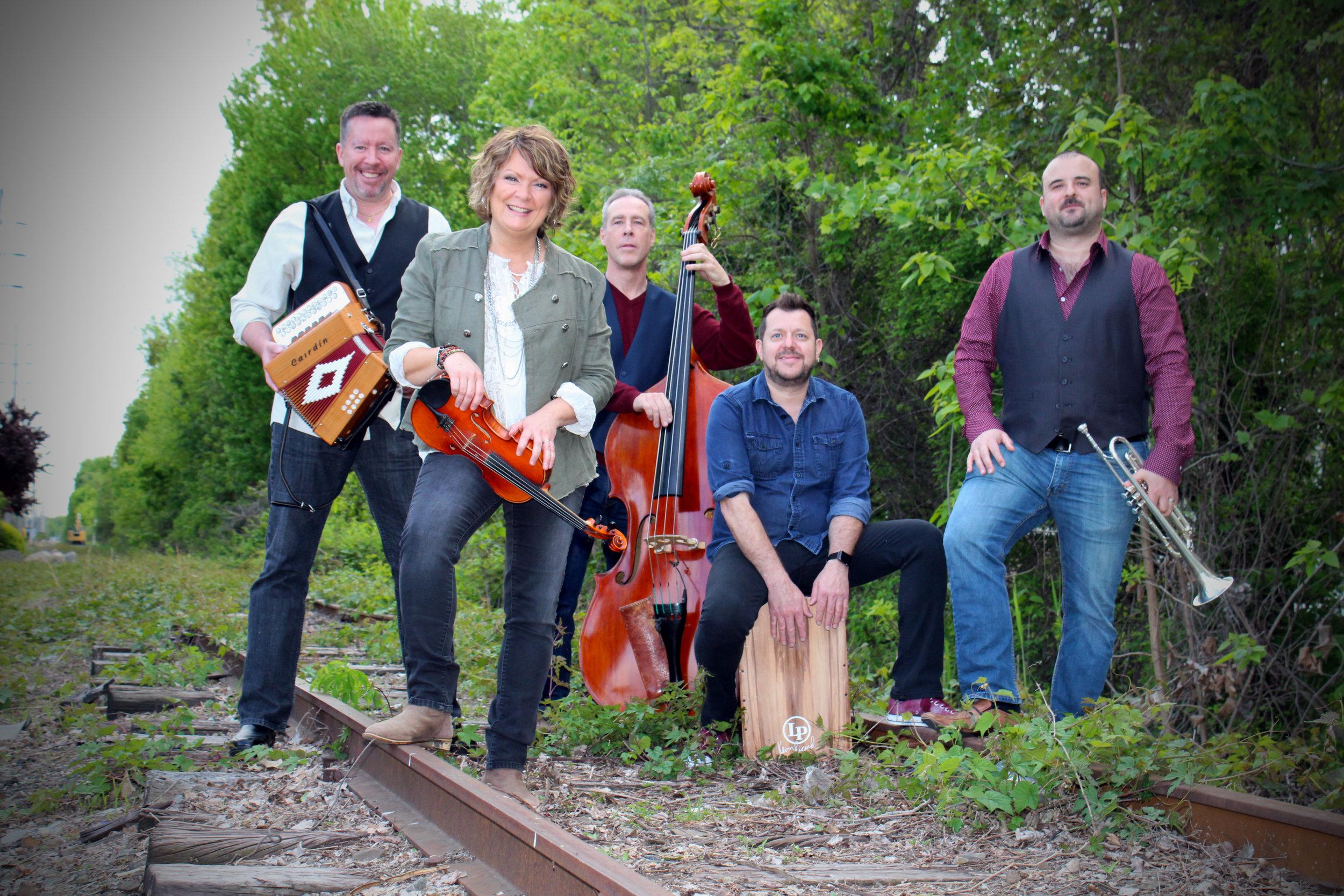 Eileen Ivers band railroad.jpg
