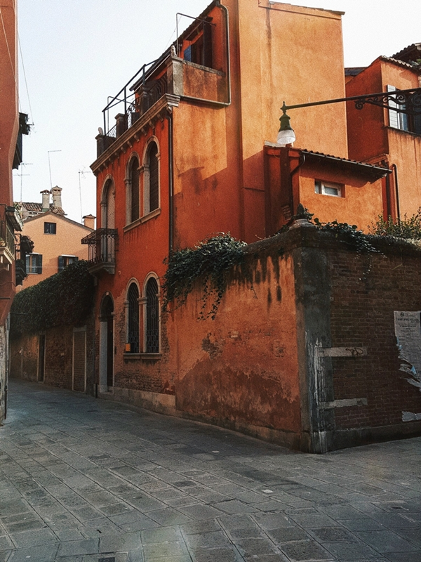 street corner house of venice