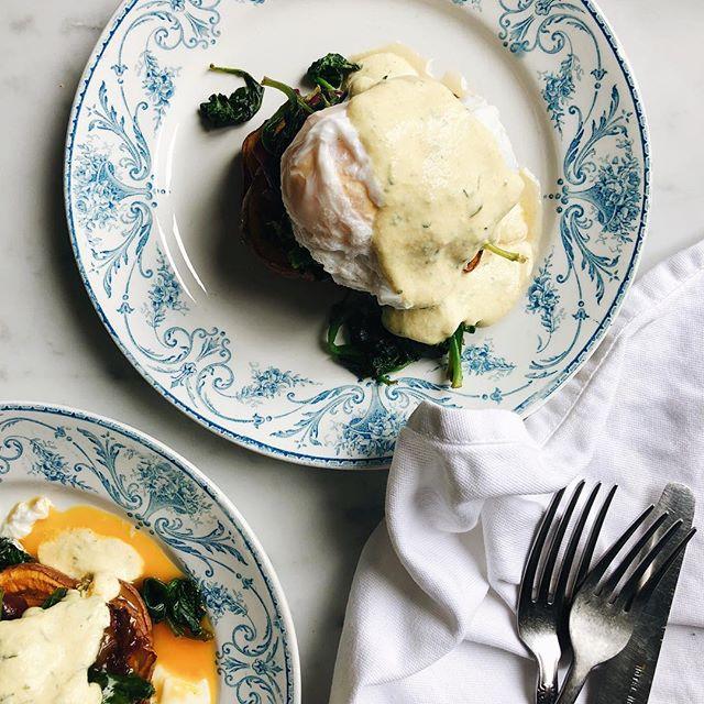 Got my Sunday brunchpants on. Eggs Benedict on point. Sweet potato - spinach - caramelised red onions - poached egg - creamy cashew tarragon sauce. - - - - #lifeandthyme #healthyfoodideas #foodieflatlays #foodblogfeed #wholefoods #eatwhole #simplefood #beautifulcuisines  #thatsdarling #mycommontable #gloobyfood #healthyeah #eeeeats #thekitchn #f52grams #spoonfeed #thatsdarlingweekend #bestofvegan #vscofood #pgminseason #heresmyfood #springfood #feedfeed #naturalfood #wholesome #morningslikethese #plantbased #healthybreakfasts #sundaybrunch