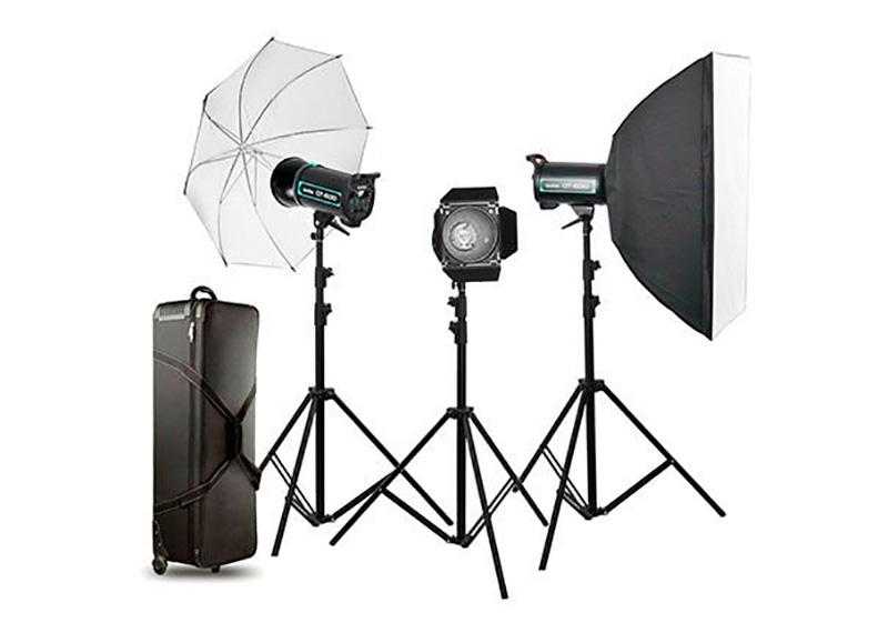 Noleggio della sala posa, utilizzo KIT di tre luci flash o continue con relativi stativi e accessori.A partire da 30,00€/h.    NOLEGGIO KIT →