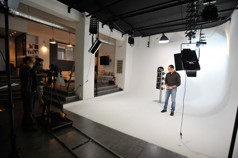 7-studiophotografia-backstage-gallery-Phase-Essenziale.jpg