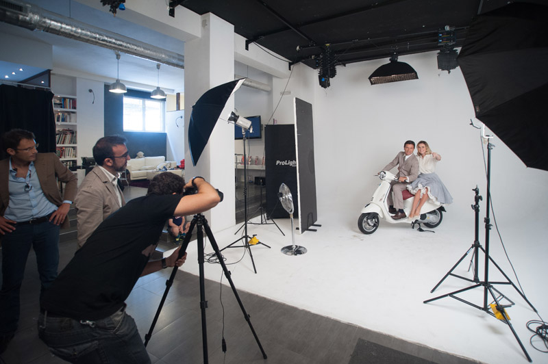3-studiophotografia-backstage-gallery-Vacanze-Romane-Autieri-Conticini.jpg
