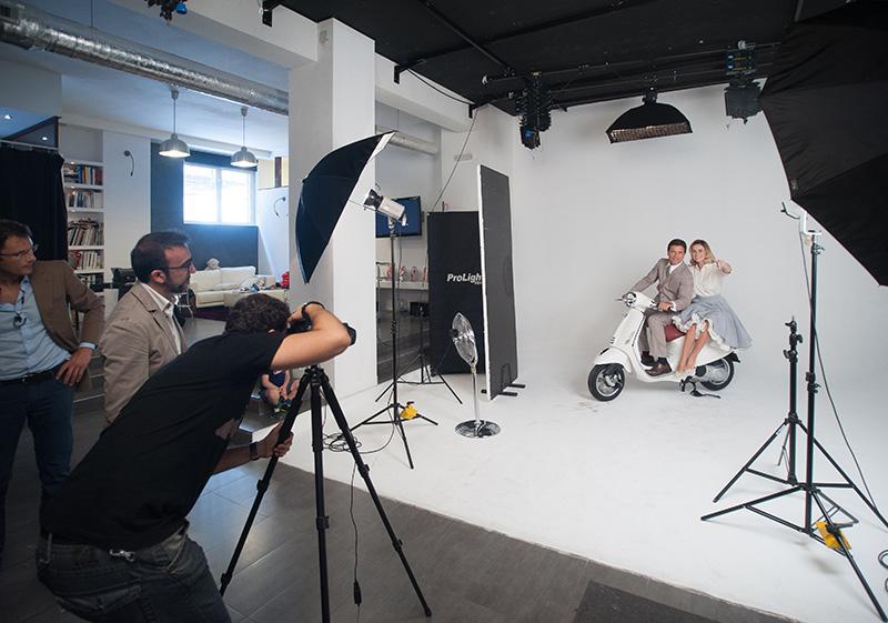 Assistenza completa e consulenza ai progetti per realizzare al meglio shooting fotografici e riprese audio-video professionali.    SERVIZI →