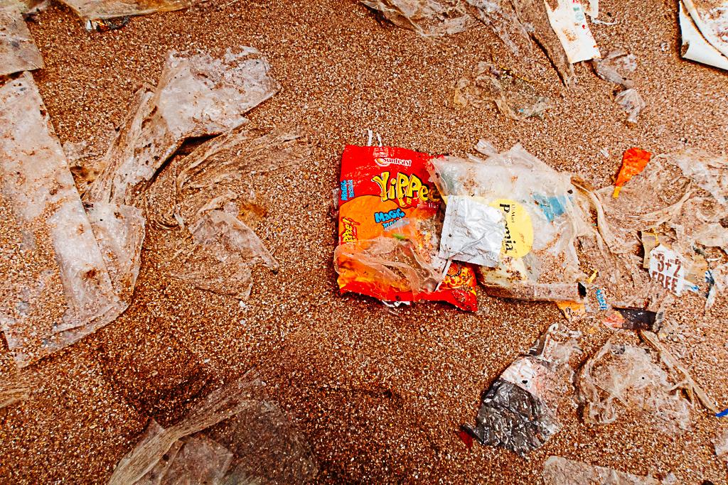 mumbai paused superbrands of juhu beach trash garbage 14.jpg