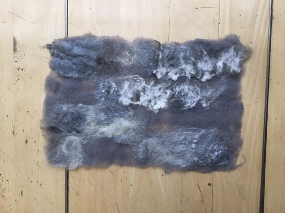 Foreground: white cotton + blue silk + white wool Background: blue grey wool.