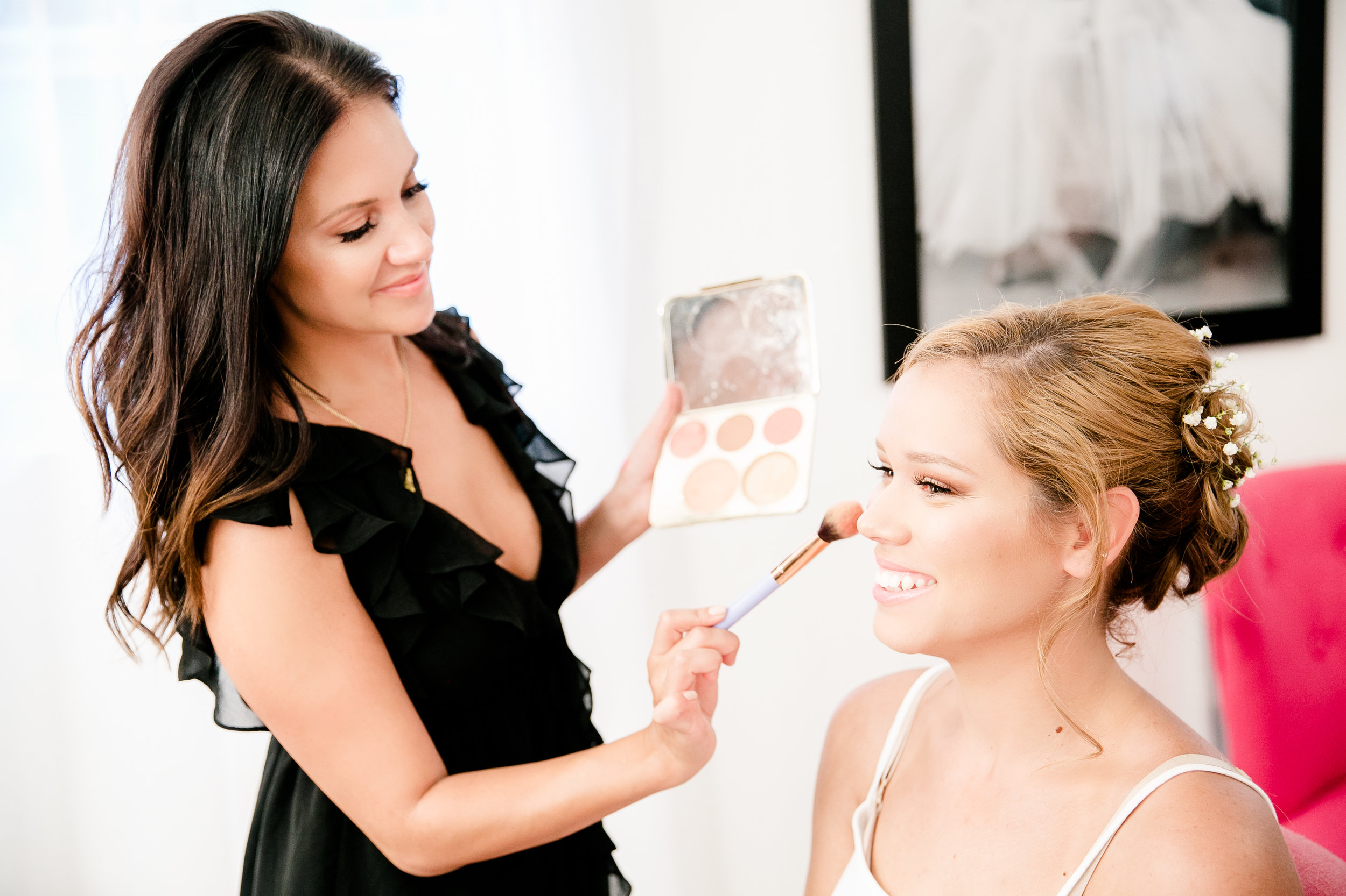 Makeup Classes - Revamp your makeup bag and learn essential beauty tips to stay camera ready. Let's face it when you're a bride all eyes are on you! We will evaluate your skin, create a look, and teach you how to master it on your own. We custom order your products and review your new routine in a follow up class. We even send you home with a cheat sheet and a complimentary brush set!Bride-to-be Makeup Class $150Bachelorette Makeup Party GREAT FOR DESTINATION WEDDING BRIDES