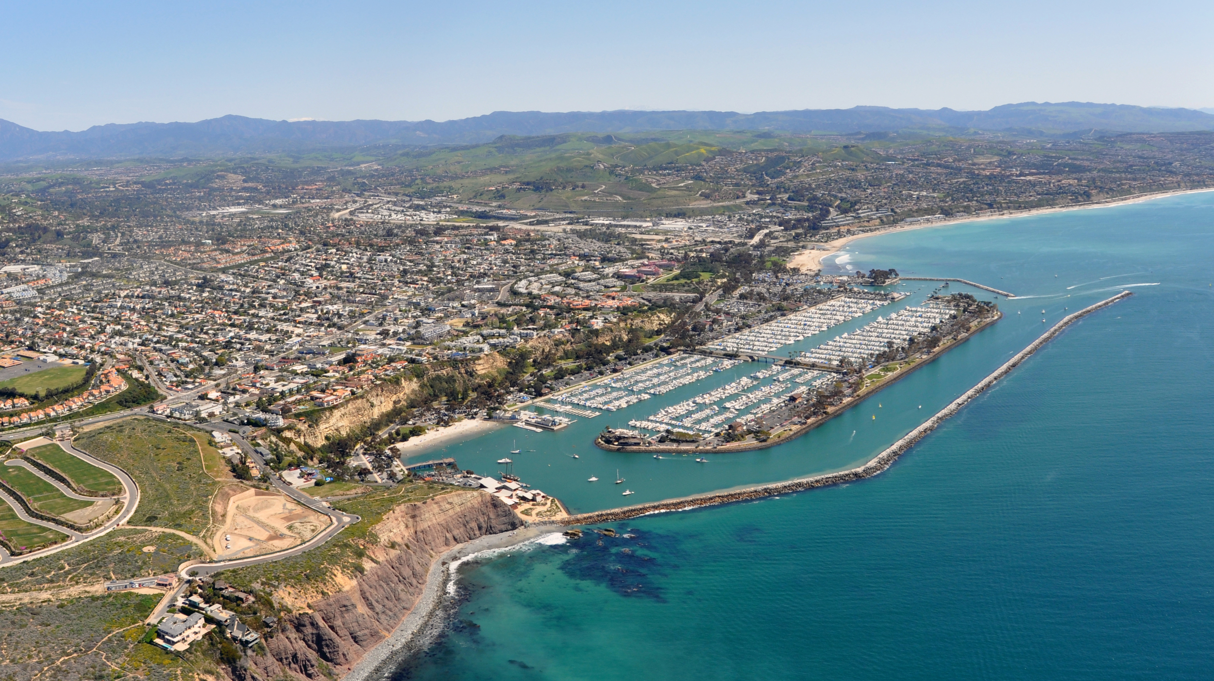 Dana_Point_a_city_in_southern_Orange_County_CA_Photo_D_Ramey_Logan.jpg