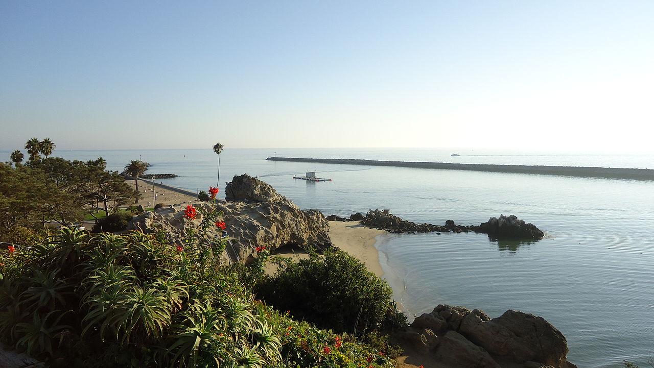 1280px-Lookout_Point_'Little_Corona'_Newport_Harbor.JPG
