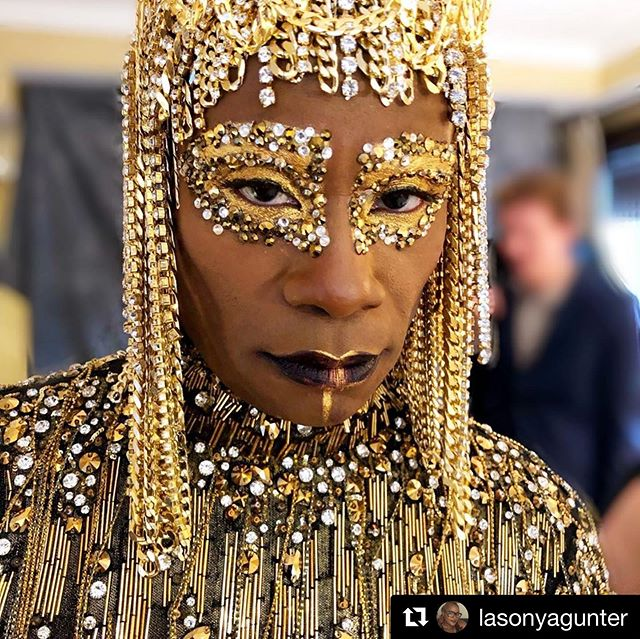 """when your former beauty school instructor and beauty mentor @lasonyagunter STRAIGHT SLAYS the most iconic look at the MET GALA on the great @theebillyporter: PROUD IS AN UNDERSTATEMENT #Repost @lasonyagunter with @get_repost ・・・ """"One should either be a work of art or wear a work of art""""- Oscar Wilde  Thank you to @patmcgrathreal @patmcgrathlabs_contact for helping me bring this vision to  life.  Thank you to @voguemagazine for tagging along and chronicling my makeup process ❤️❤️ Muse: @theebillyporter Makeup done by me  special thank you to @mikeyclifton for assisting me today❤️❤️ styling: @sammyratelle headress and clothing: @theblondsny #makeupartist #makeupartistlasonyagunter #lasonyagunter #makeupartistlasonya #makeupartistatlarge #celebritymakeupartist #metgala #metgala2019 #metgalathemes #voguemagazine"""