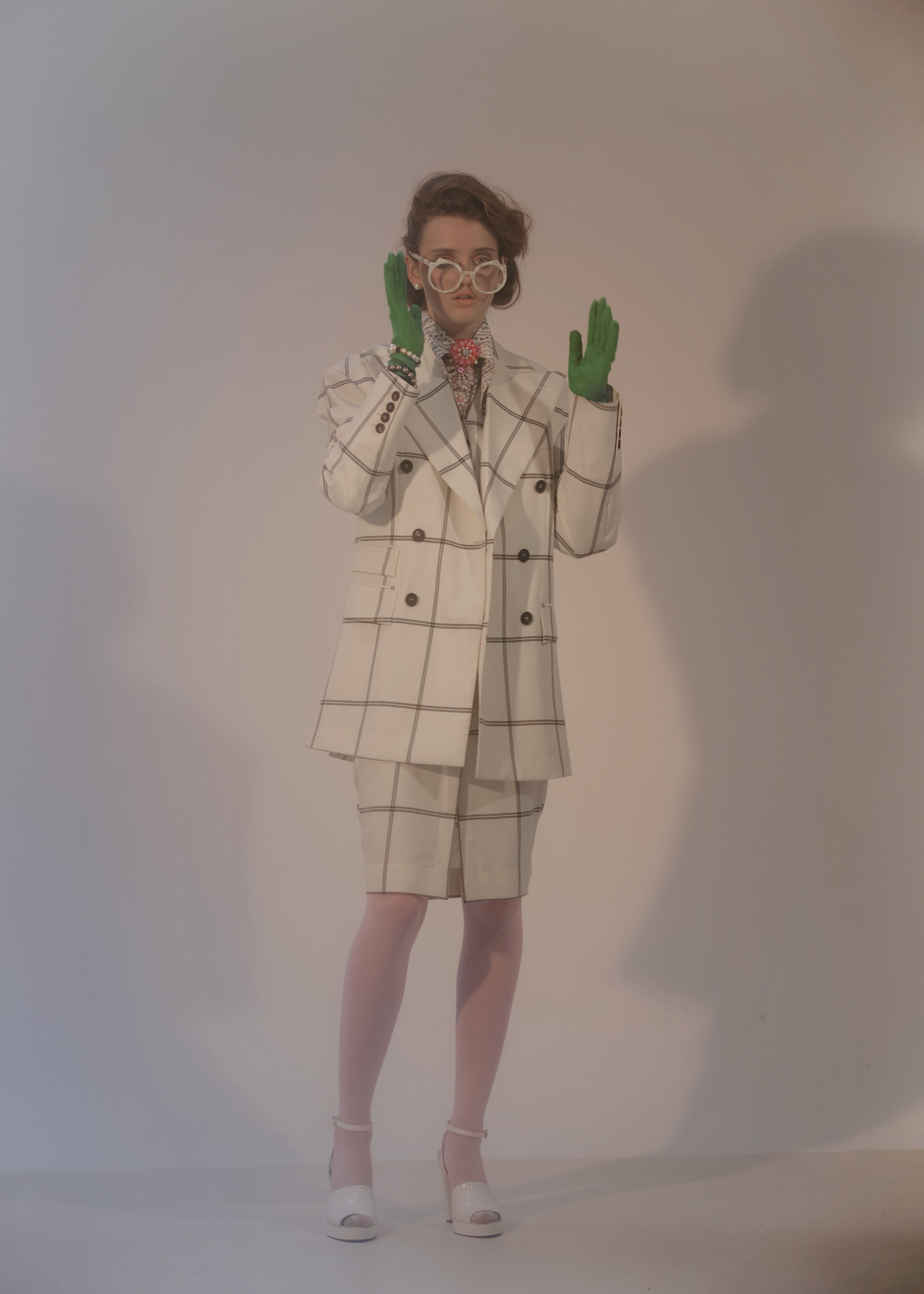 APART online_Lady-with-gloves_09.jpg