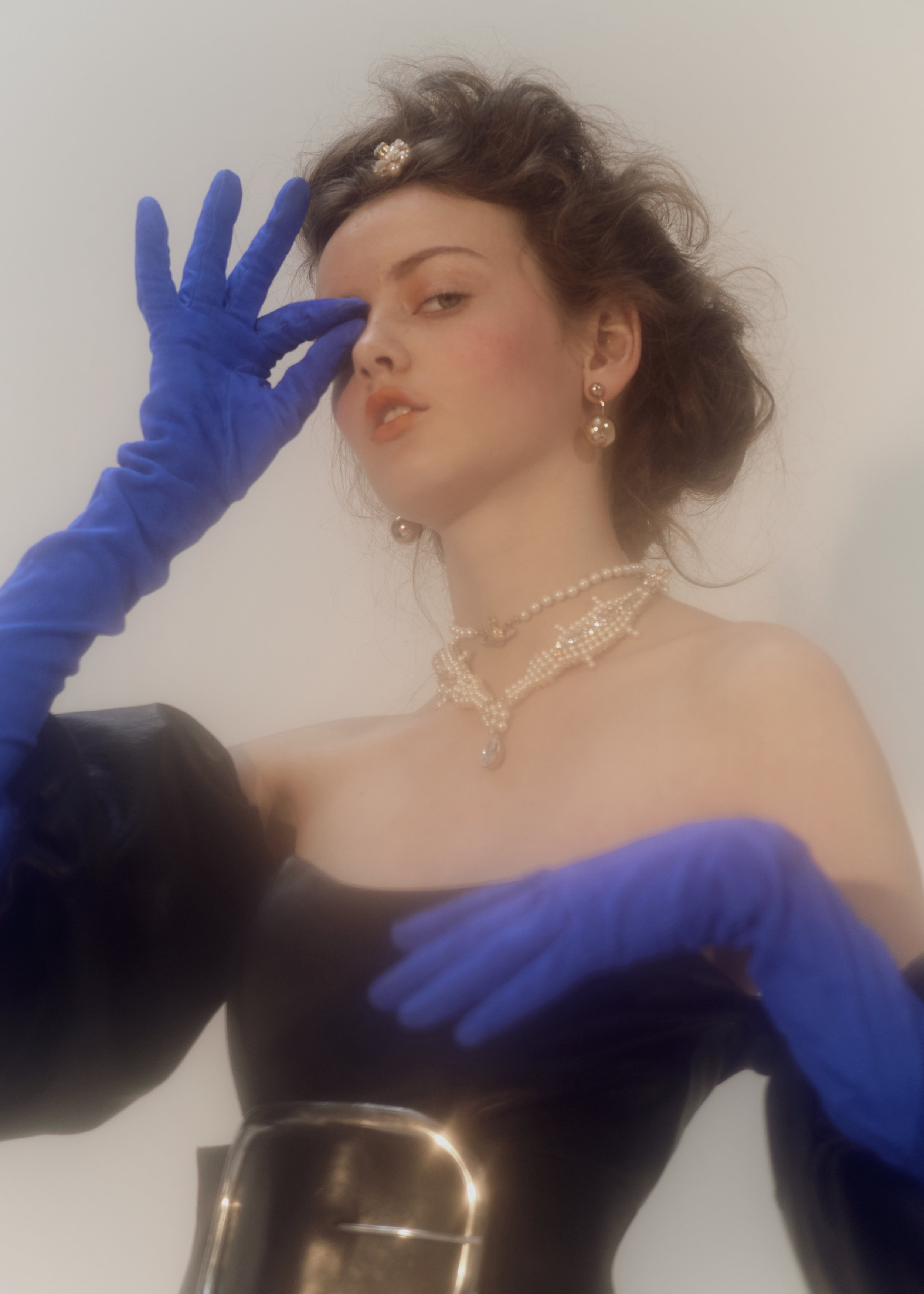 APART online_Lady-with-gloves_015.jpg