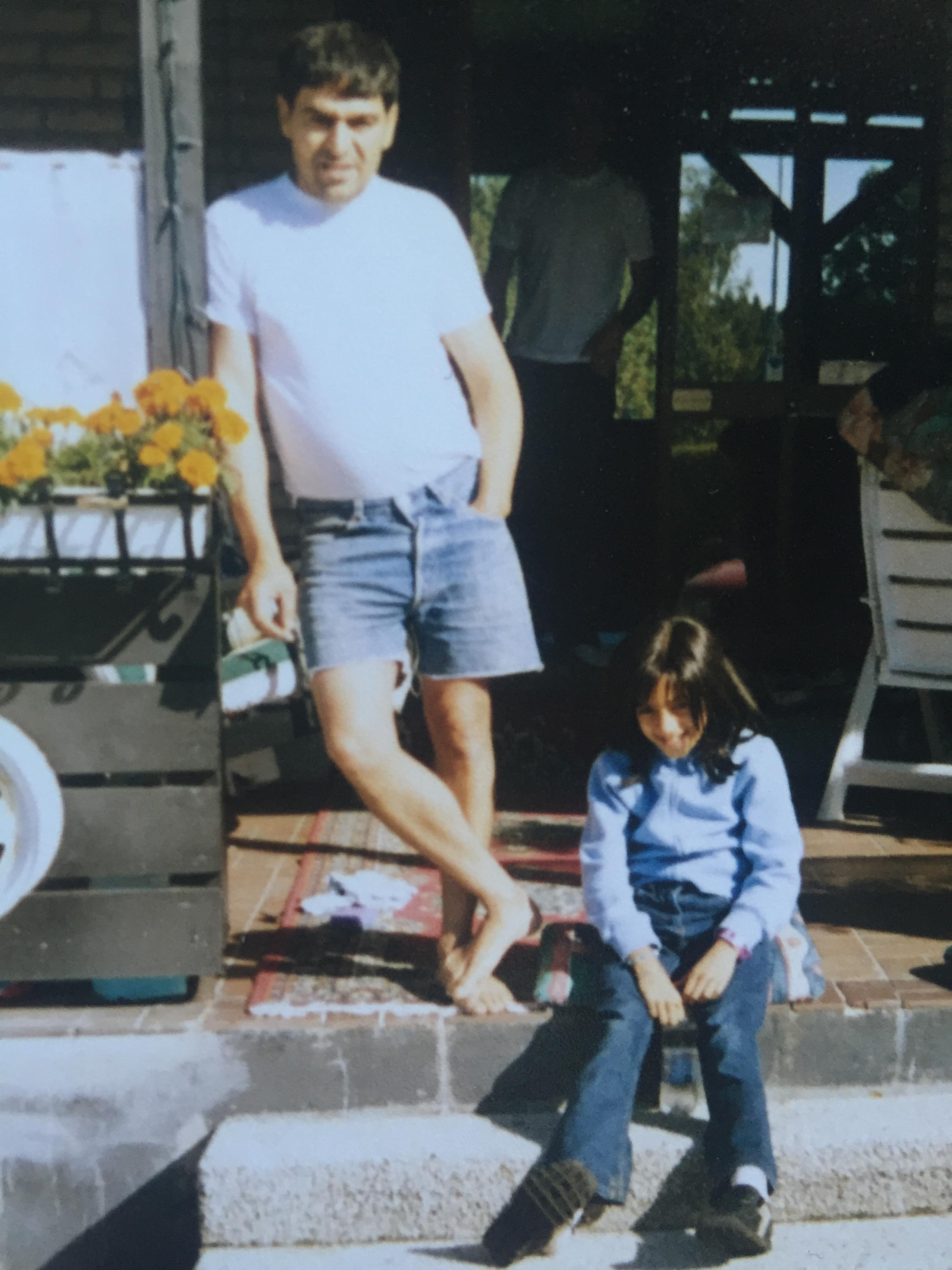 Här är jag och farsan (och peruken) då jag precis hade påbörjat cellgiftsbehandlingen. Jag hade ett leende på läpparna så ofta som möjligt.