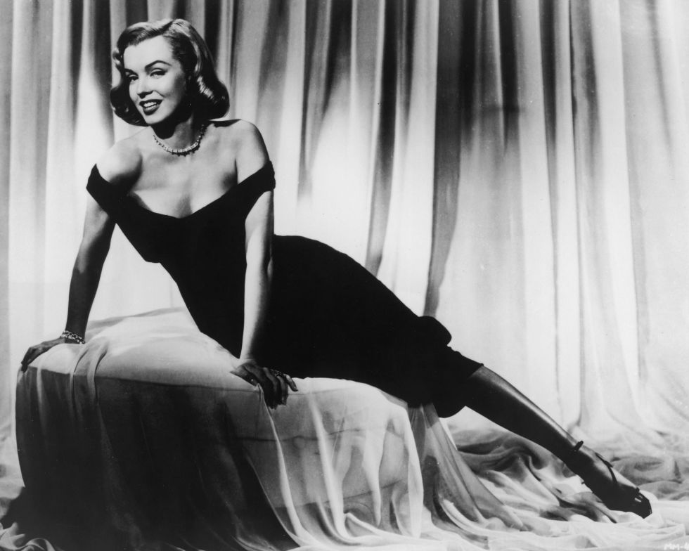 5490267eb610d_-_rbk-little-black-dress-marilyn-monroe-s2-46511117.jpg