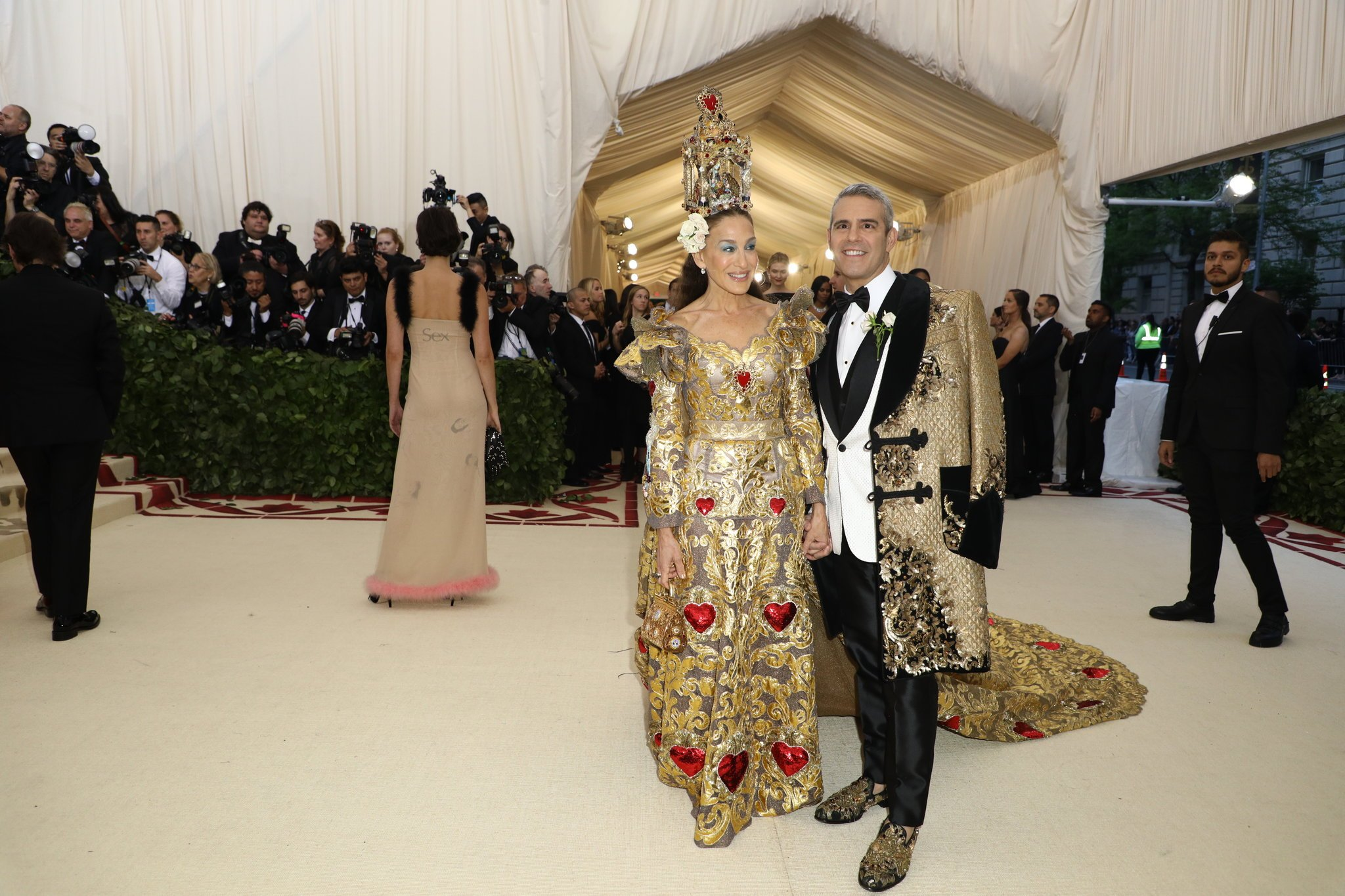 Sarah Jessica Parker & Andy Cohen  in Dolce & Gabbana