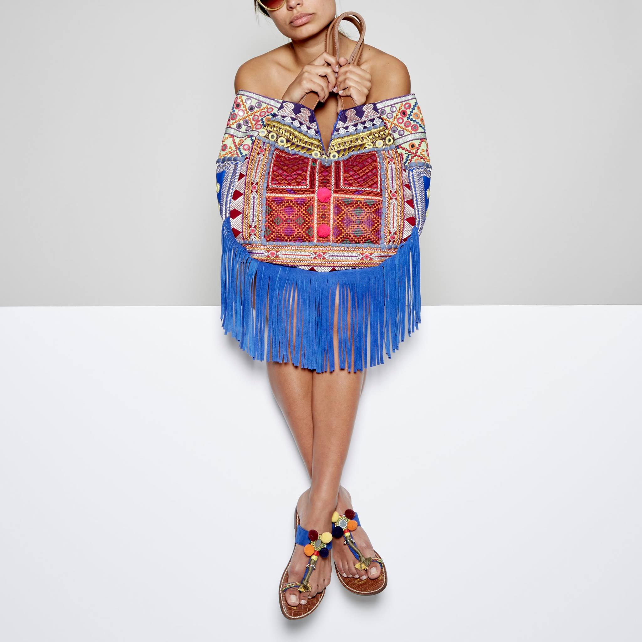 Sam Edelman Lauren Embroidered  Tote Bag  | Photo: @sam_edelman