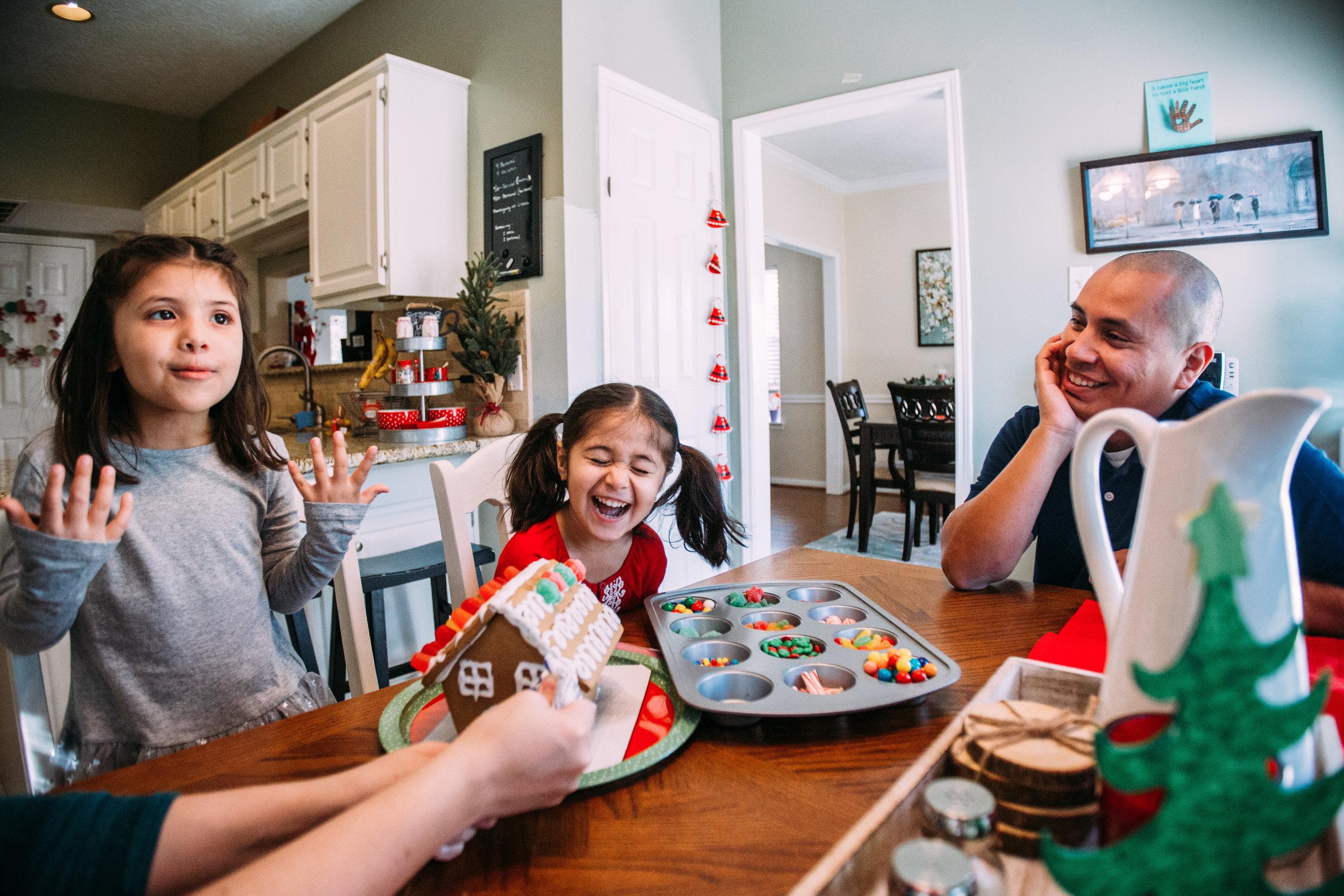 christmas-family-photos-documentary-photographer-banda-family-5536.jpg