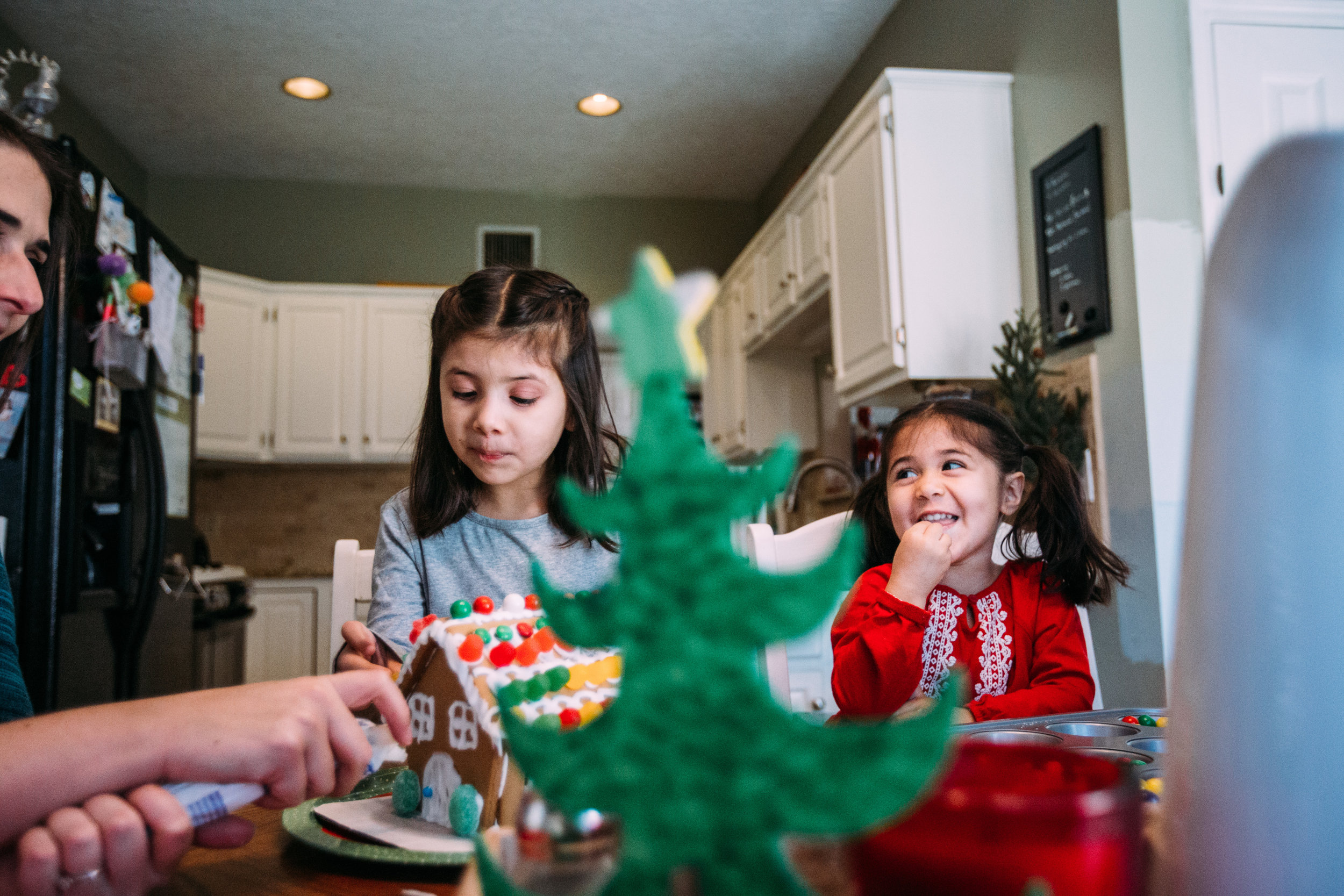 christmas-family-photos-documentary-photographer-banda-family-5596.jpg